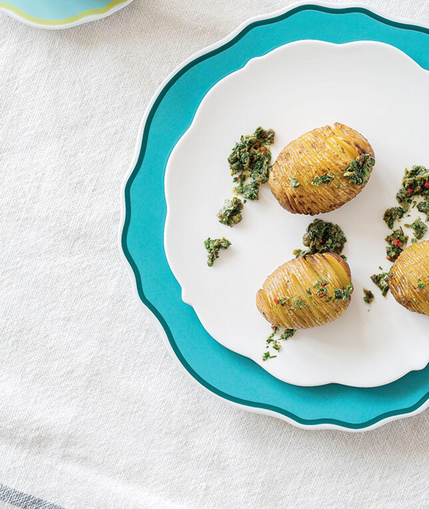 nacinane ziemniaki z ziołowym sosem