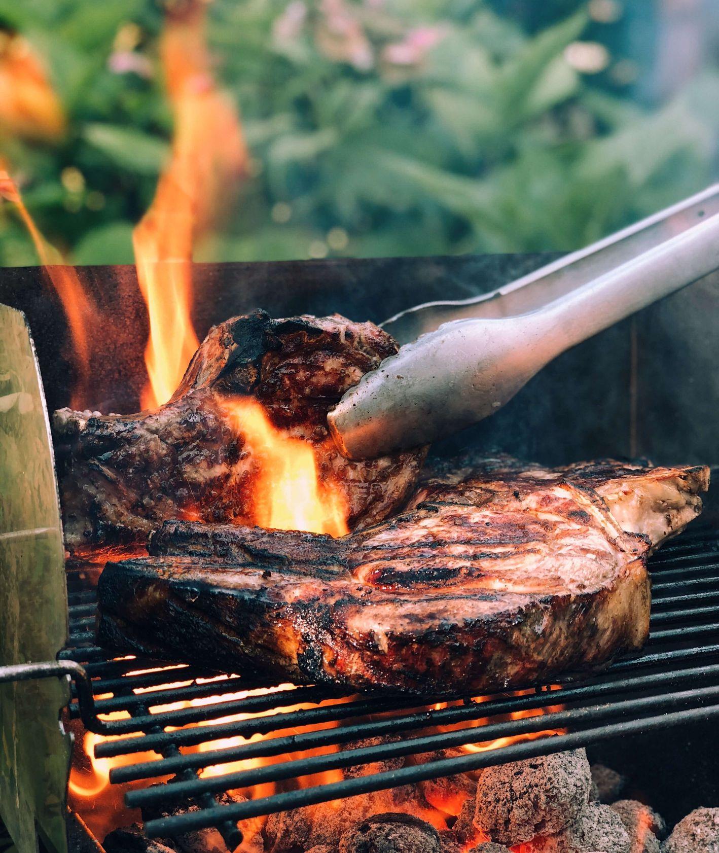 Mięso grillowane na świerzym powietrzu (fot. Paul Hermann)