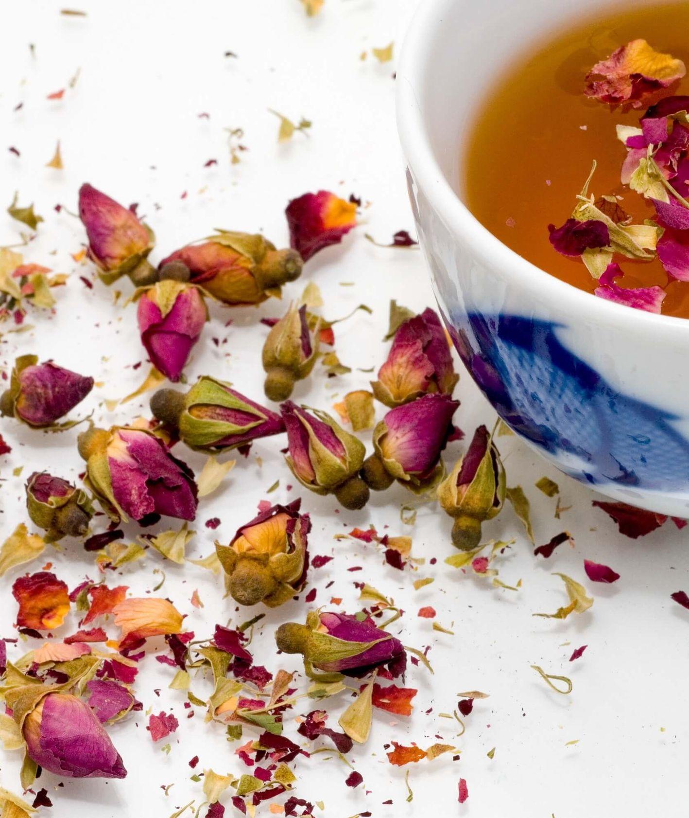 Napary z ziół wspomagają odchudzanie, poprawiają cerę i korzystnie wpływają na nasze samopoczucie (fot. Marco Secchi / unsplash.com)
