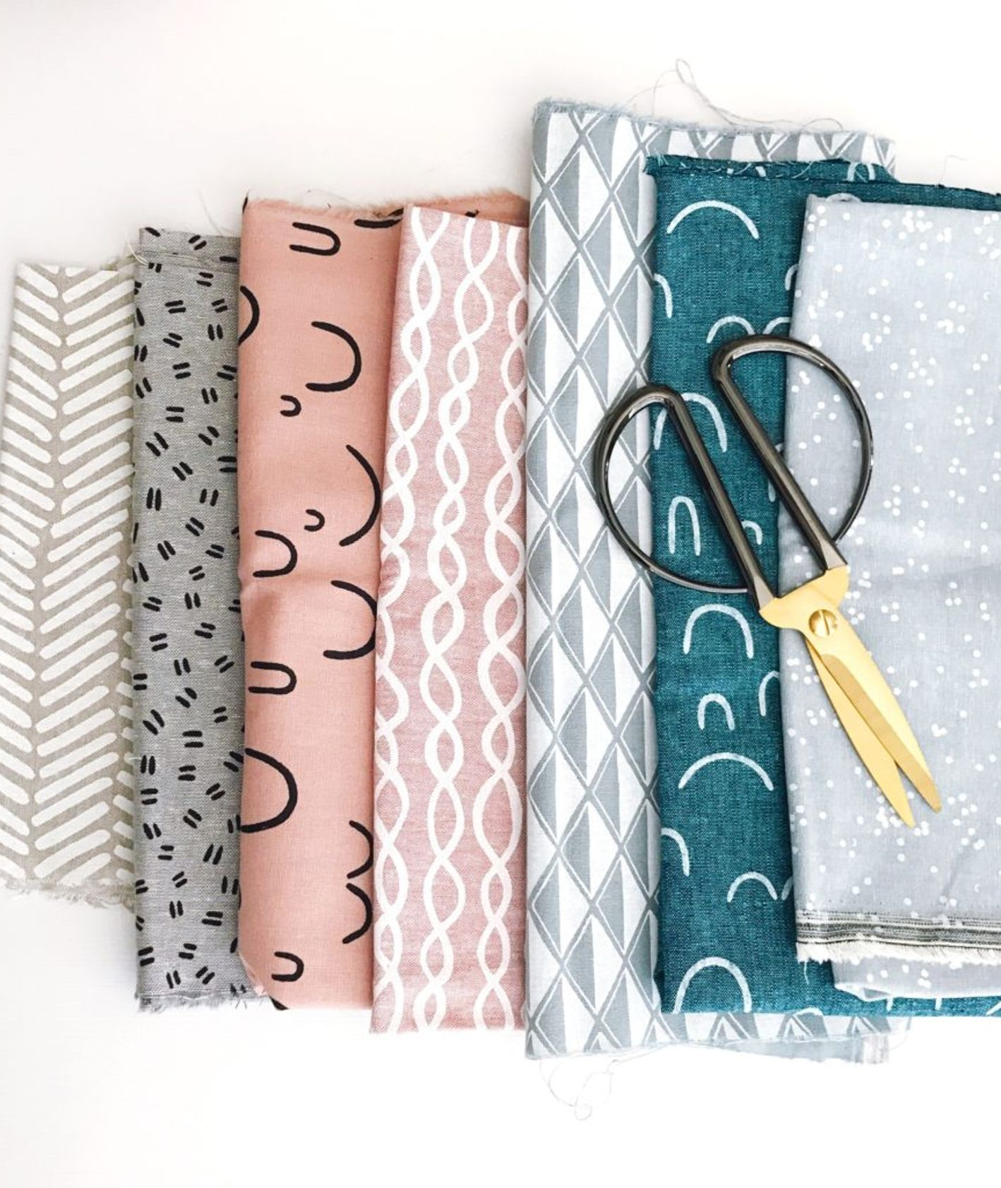 materiały, tkaniny, nożyczki