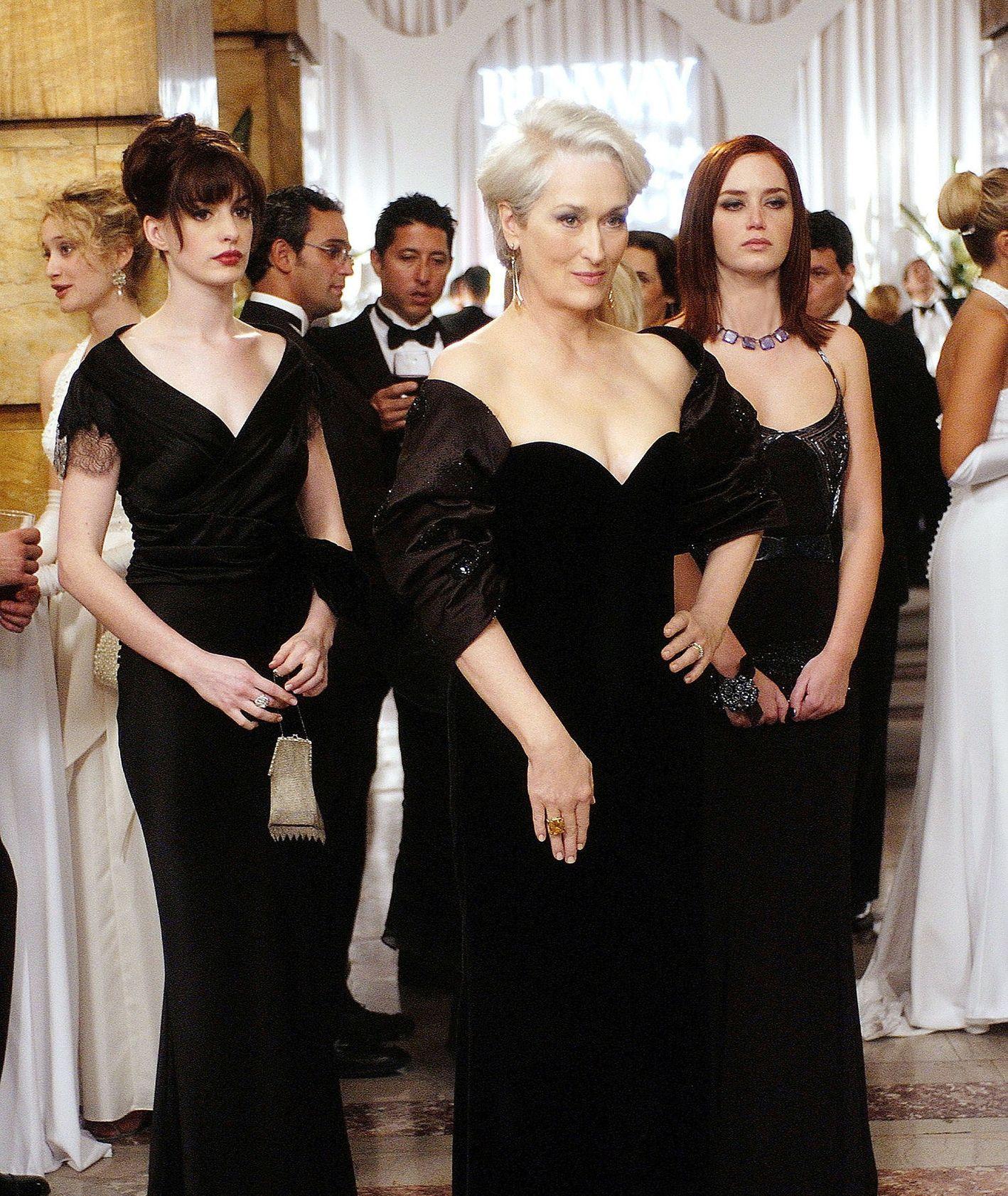 """Meryl Streep, Emily Blunt i Anne Hathaway w filmie """"Diabeł ubiera się u Prady"""" (fot. materiały prasowe)"""