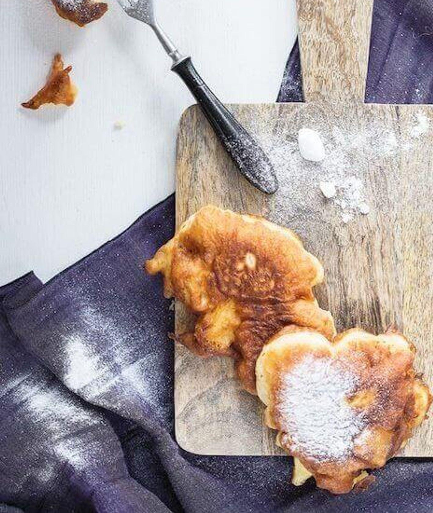 racuchy drożdżowe z jabłkami, placki z jabłkami, gryczane placuszki, placki na drożdżach, puszyste pankejki, domowe racuszki, śniadanie dla dzieci, śniadanie na słodko, placki z owocami