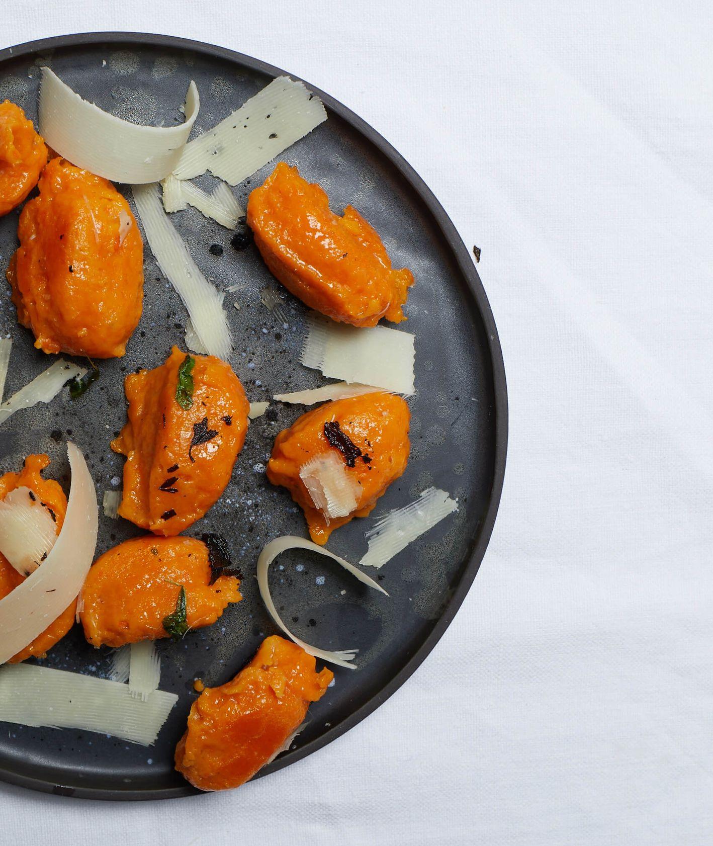kluseczki marchewkowe, kluski lane, kluseczki z masłem, domowe kopytka, kluski warzywne, marchew, parmezan, kluski z serem