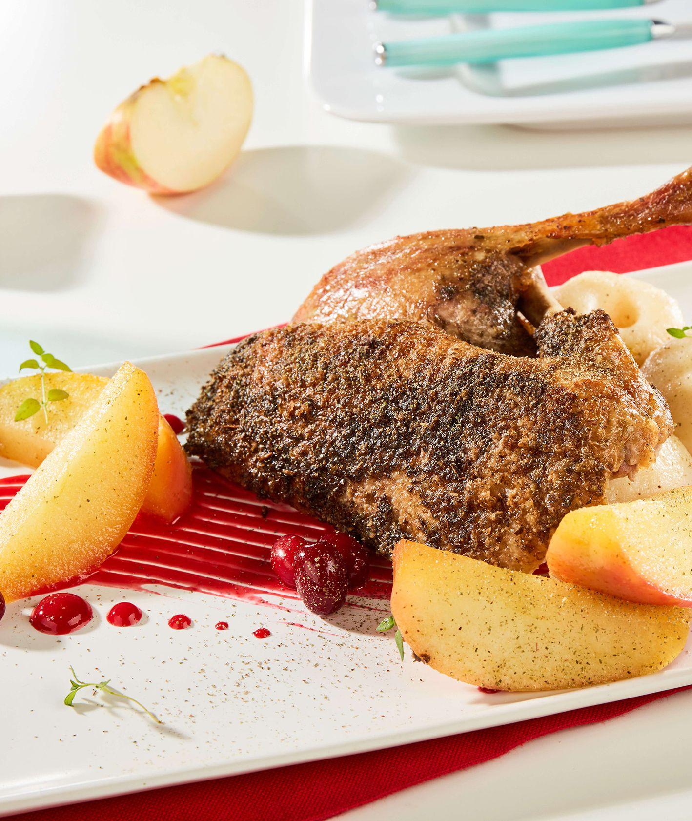 Kaczka w majeranku z karmelizowanymi jabłkami grójeckimi, puree buraczanym i kluskami śląskimi, makro