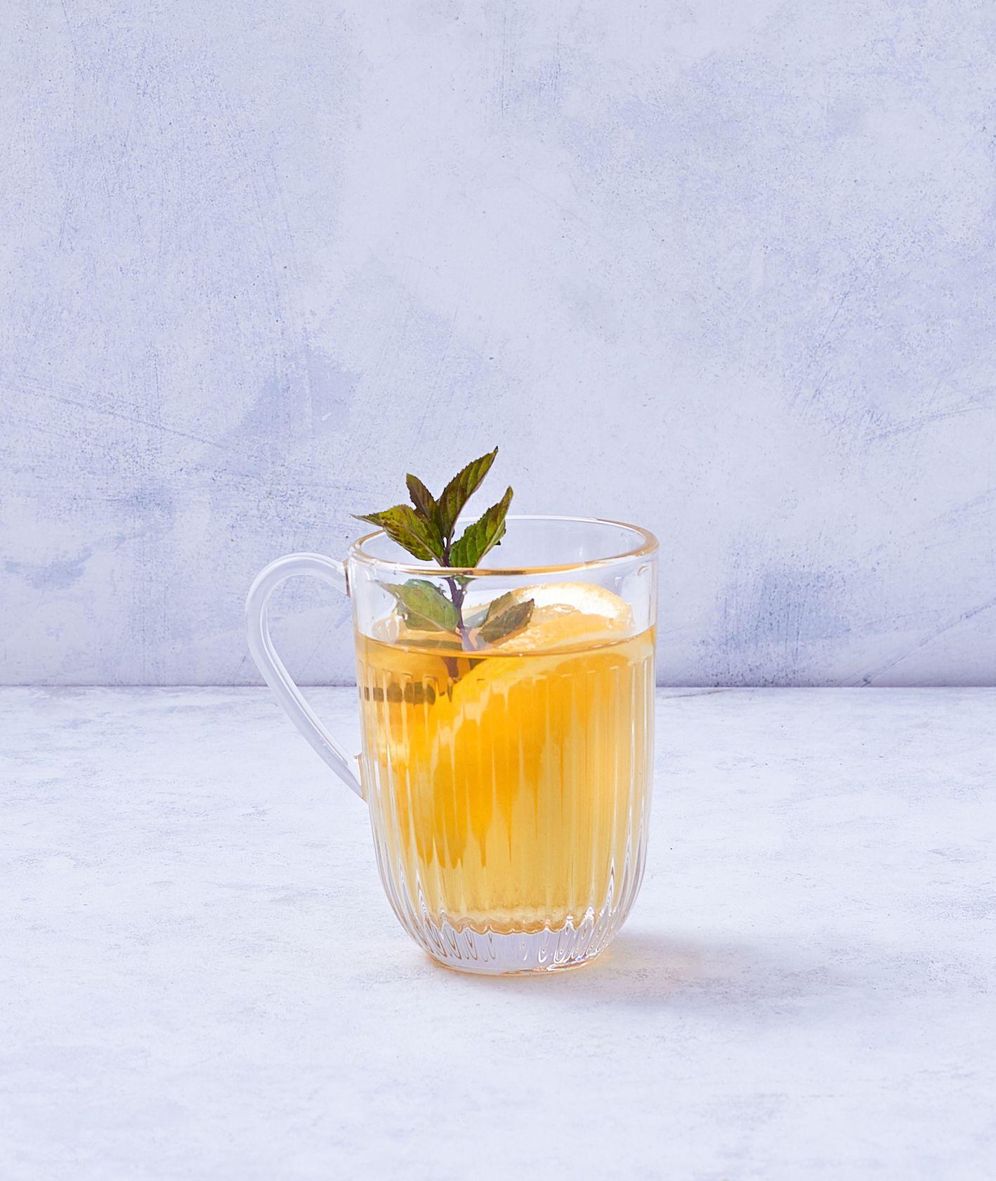 Napar na bazie zielonej herbaty z dodatkiem mięty i pomarańczy (fot. Marcin Lewandowski)