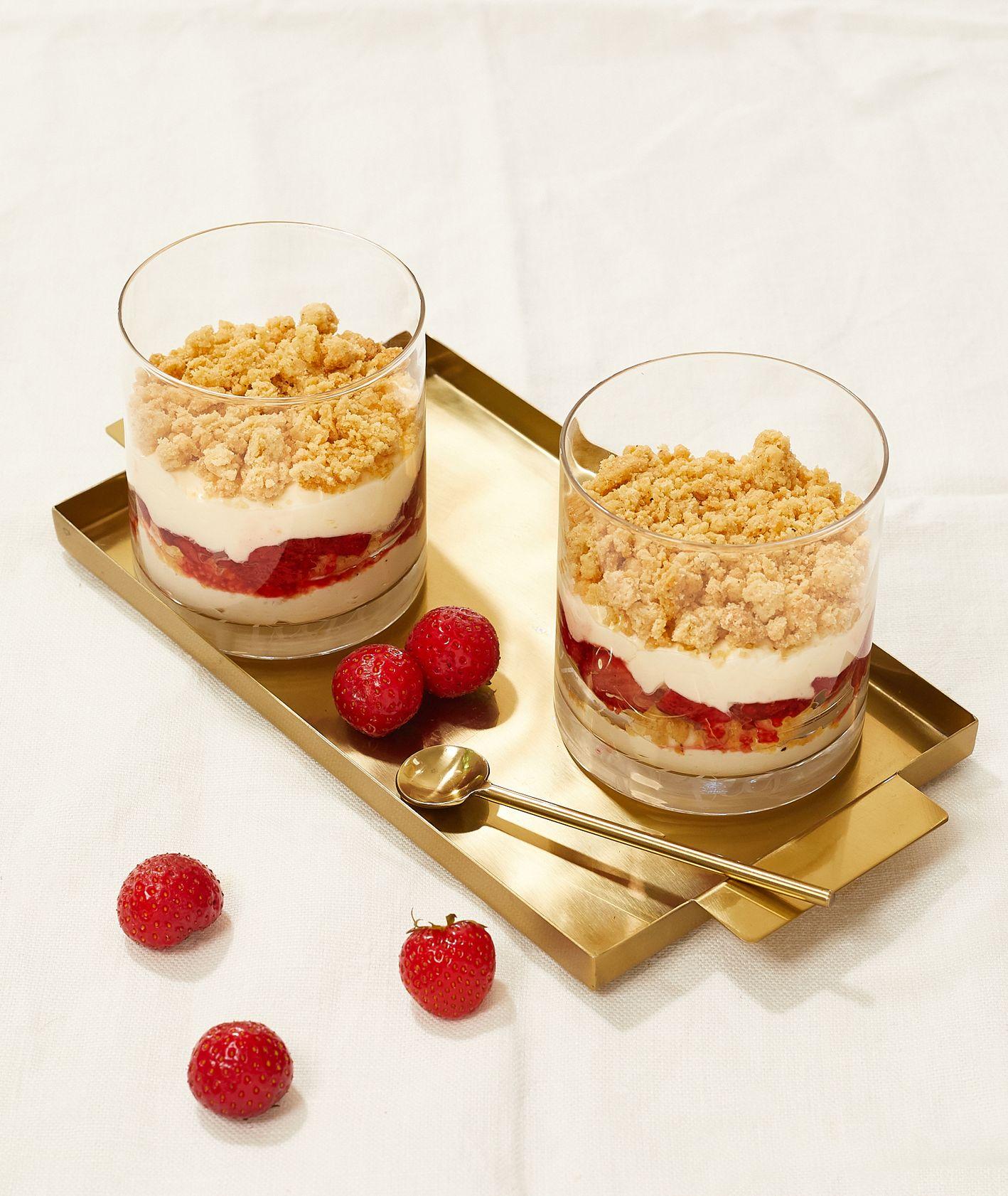 Przepis na truskawkowe trifle, pomysłowy deser z truskawkami (fot. Maciek Niemojewski)