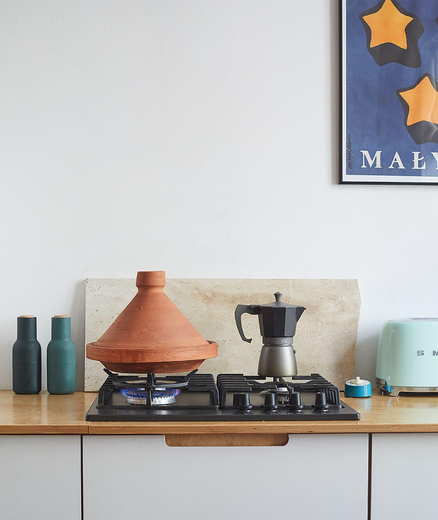 Tadżin stojący na kuchence