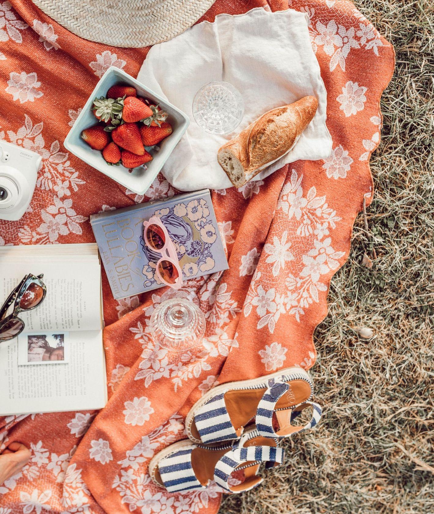 Piknik (fot. Liana Mikah / unsplash.com)