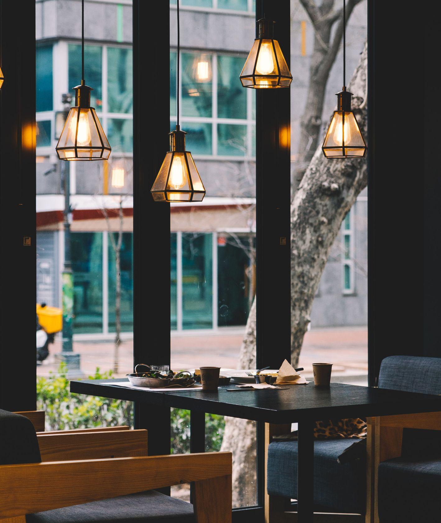 Wnętrze restauracji (fot. Bundo Kim / unsplash.com)