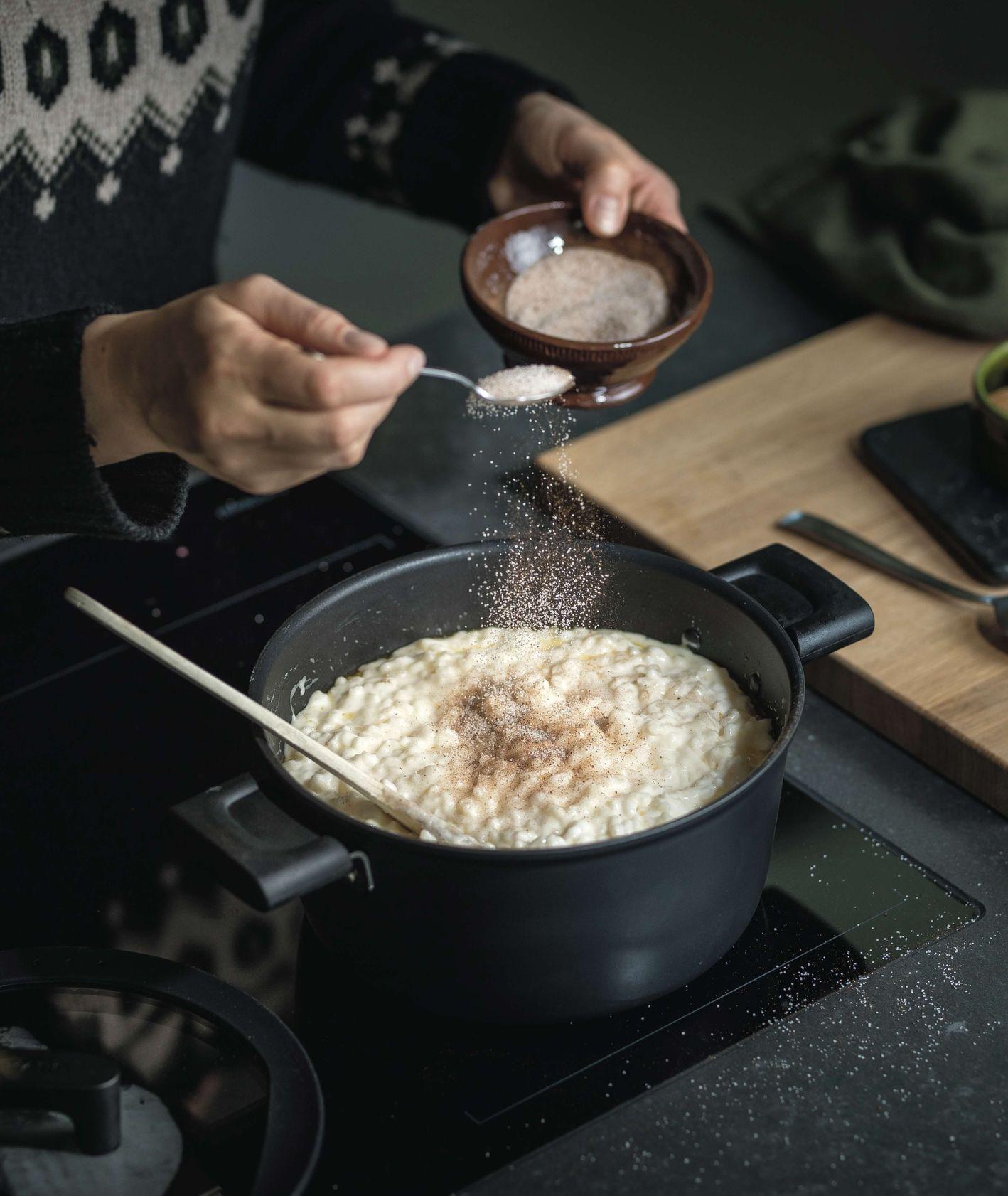 Gotowanie z garnkami Fiskars (fot. materiały prasowe)