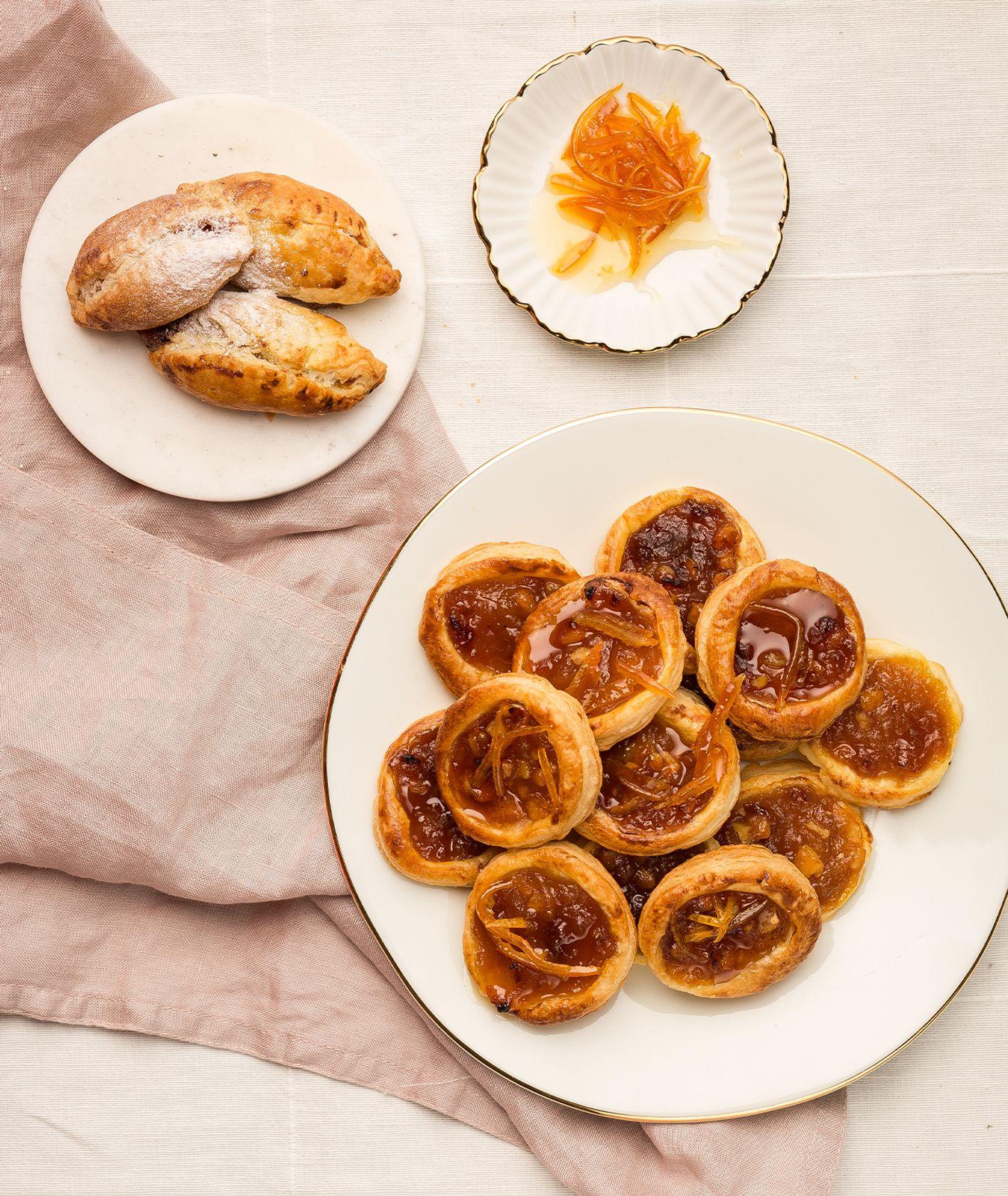 Jak przygotować ciasteczka z nadzieniem jabłkowym. Przepis na karmelowe ciasteczka z jabłkami (fot. dinnershow.studio)