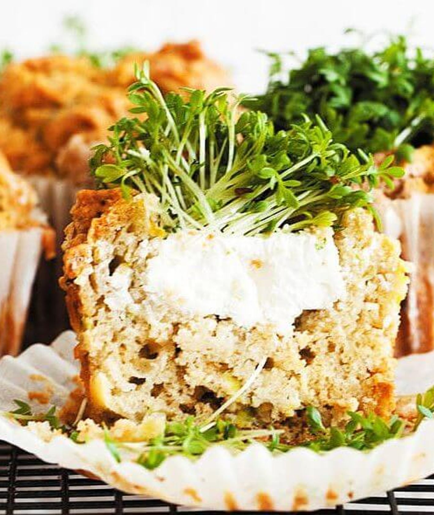 wytrawne babeczki z rzeżuchą, muffinki na słono, muffinki z warzywami, babeczki na śniadanie, śniadanie na słono, przekąski na imprezę, przepis kukbuk, wiosenne przepisy