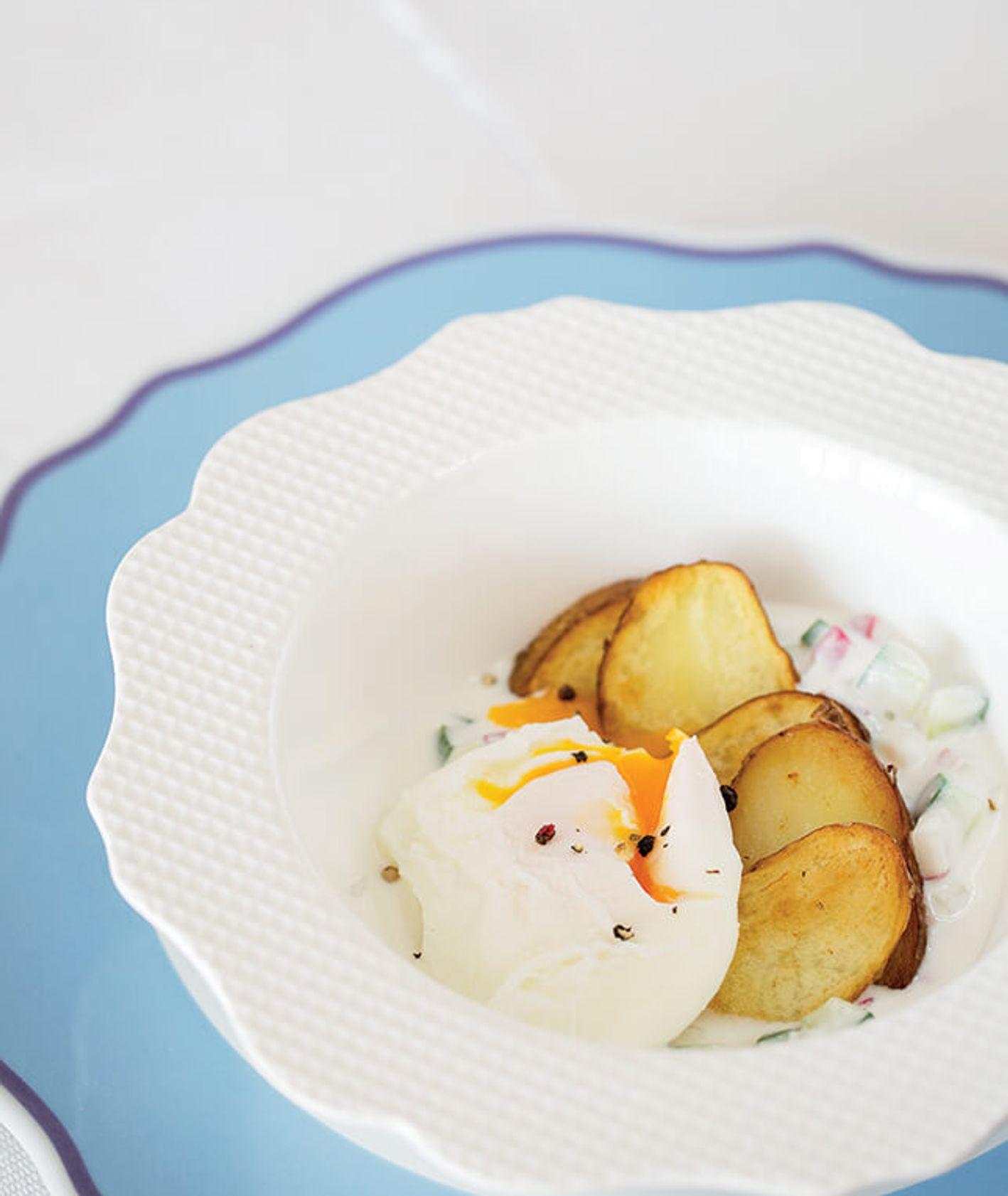 Raita ze zsiadłego mleka z pieczonymi ziemniakami