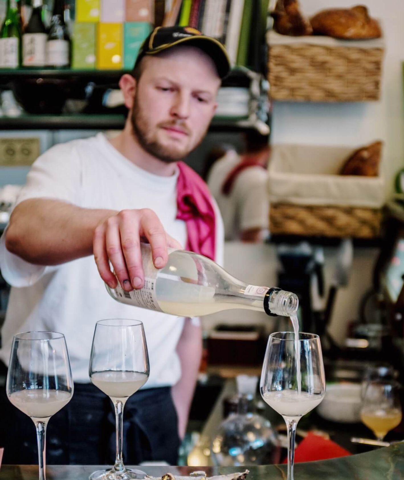 Wina naturalne i ostrygi w krakowskiej restauracji