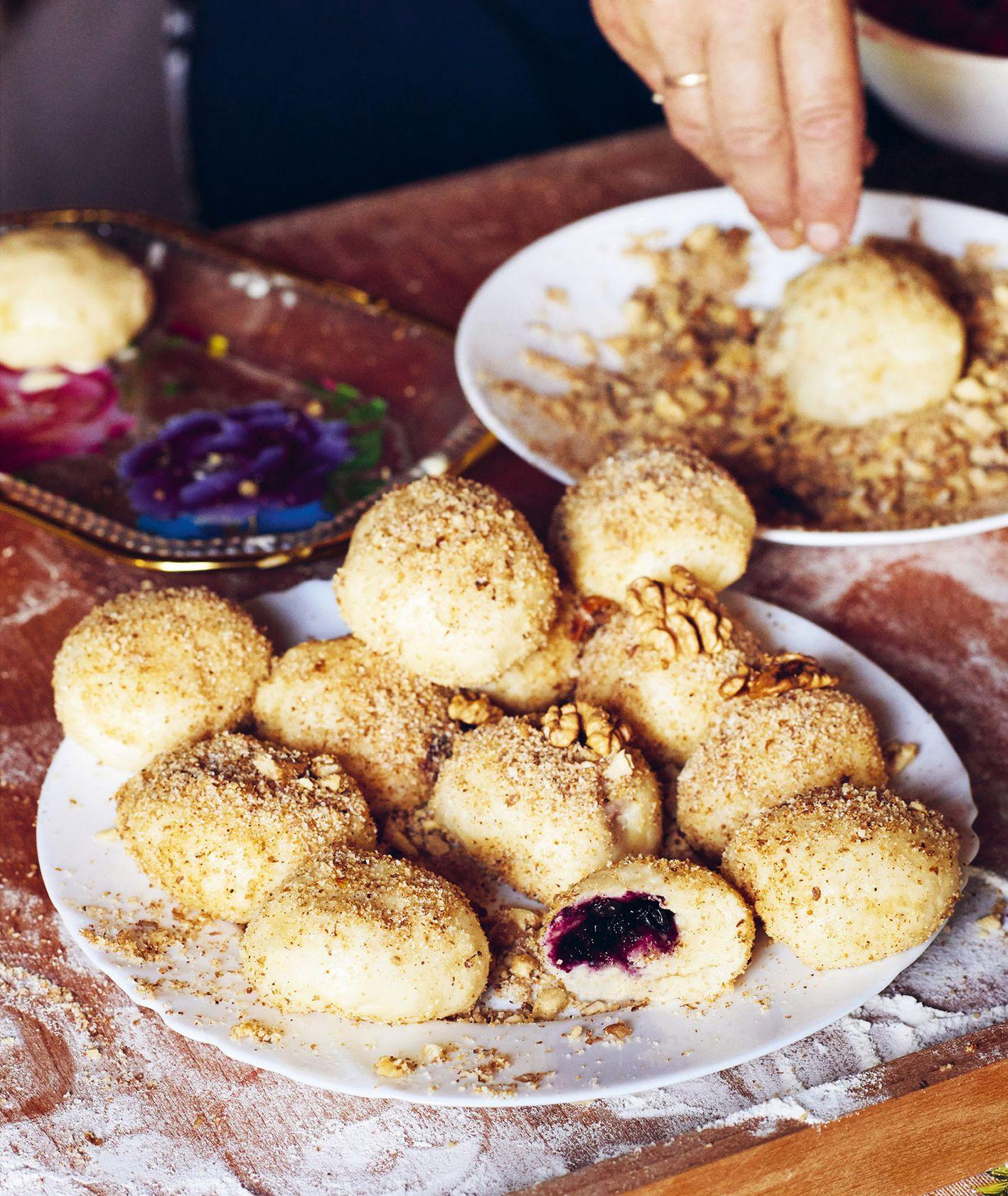 Przepis na proste knedle z jagodami. Jak zrobić jagodowe knedle. (fot. materiały prasowe / Sielskie Smaki)