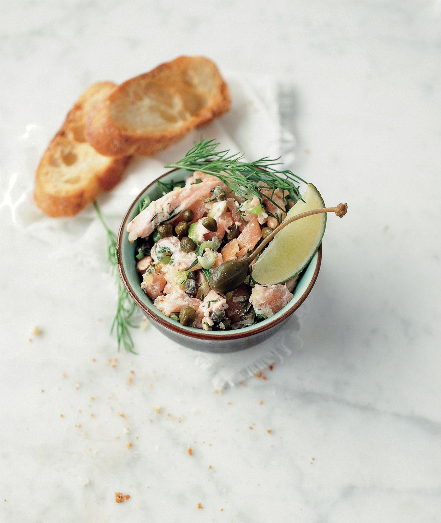 Chrupiąca bruschetta czosnkowa podana z rilletes z łososia, przepis i zdjęcie Anna Chwistek