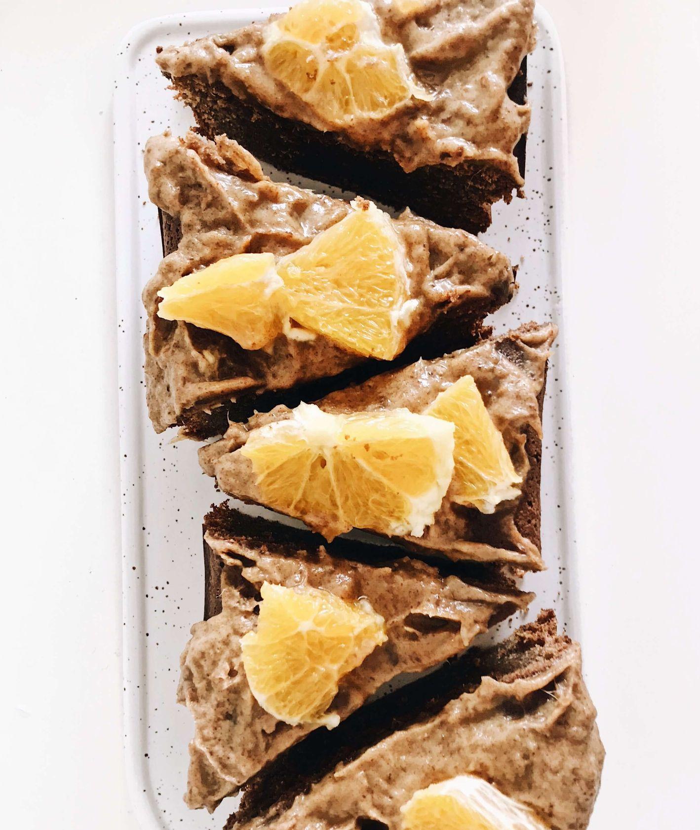 ciasto czekoladowe, ciasto z karmelem, ciasto z karmelem daktylowym, karmel daktylowy, karmel, ciasto pomarańczowe, ciasto bez cukru