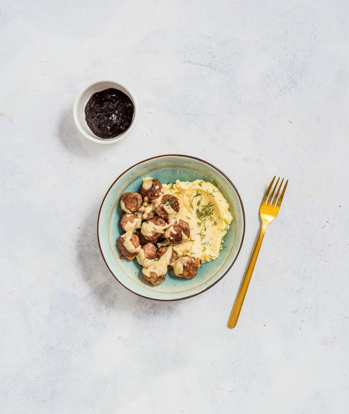 Szwedzkie klopsiki kottbullar z konfiturą i puree ziemniaczanym jak z Ikei (fot. Martyna Cybuch)