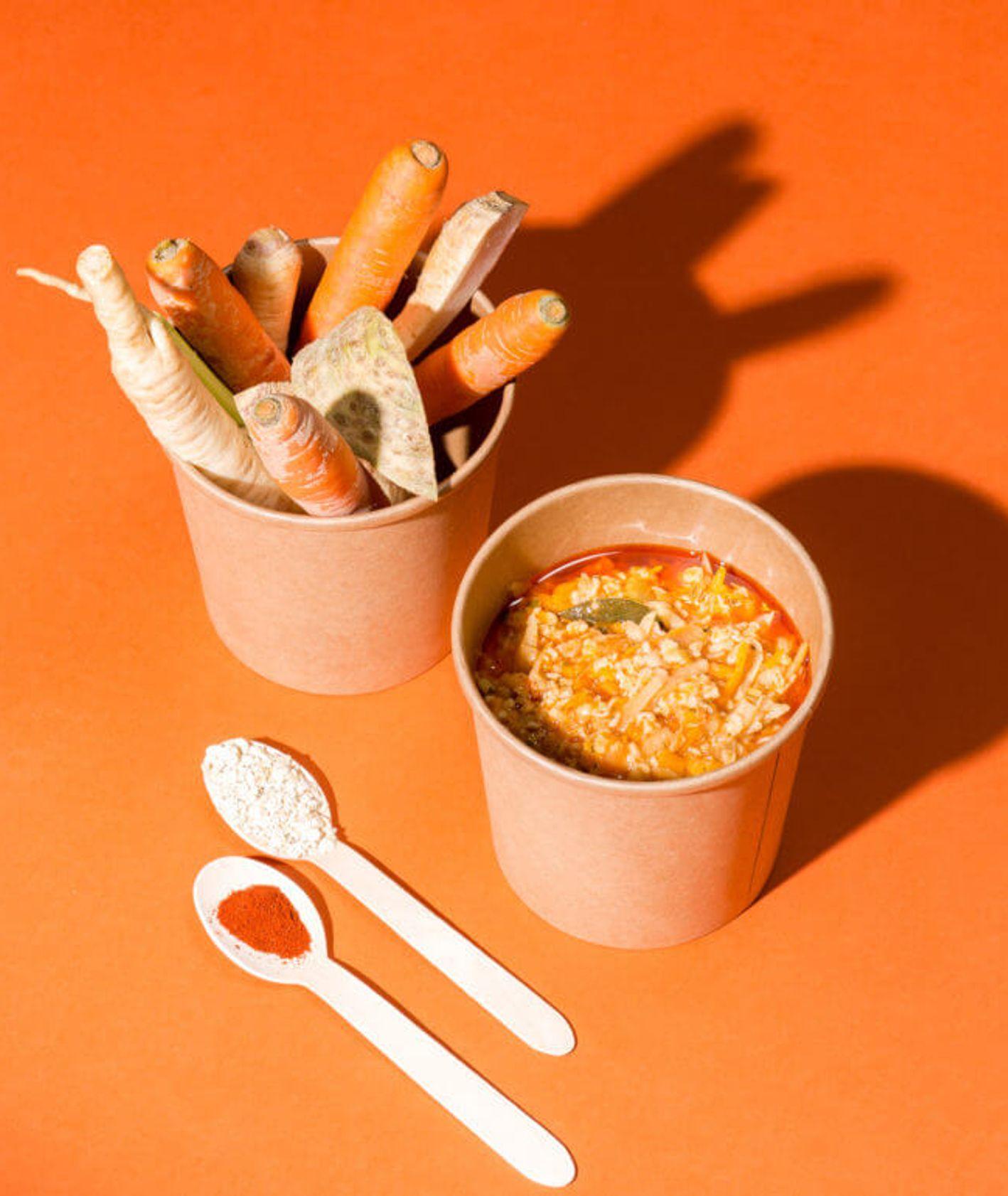 Owsianka z selerem, marchwią i pietruszką (fot. dinnershow.studio)