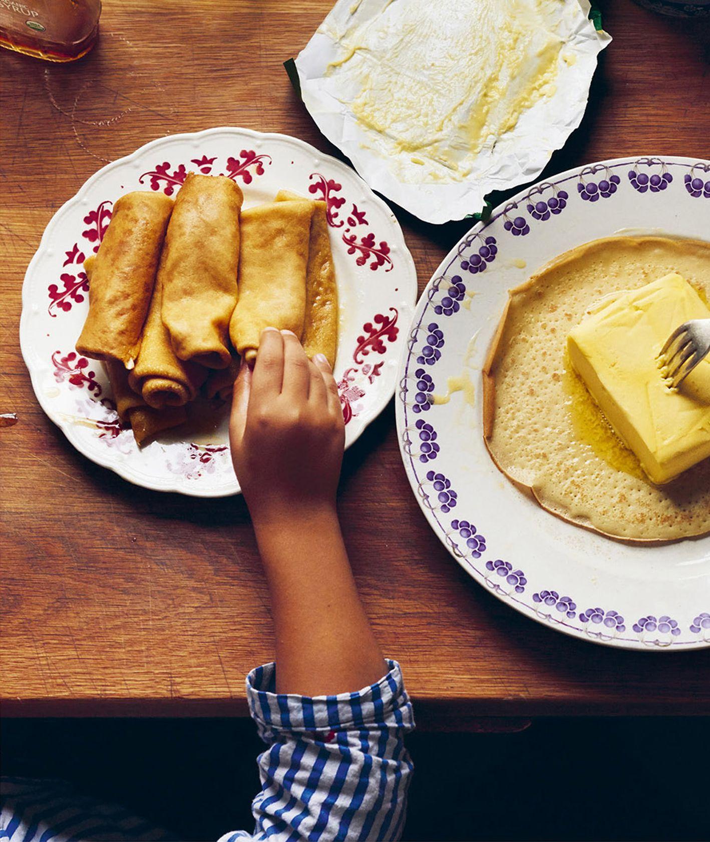 Przepis na proste naleśniki. Naleśniki dla dzieci. Jak zrobić naleśniki (fot. materiały prasowe / Sielskie Smaki)