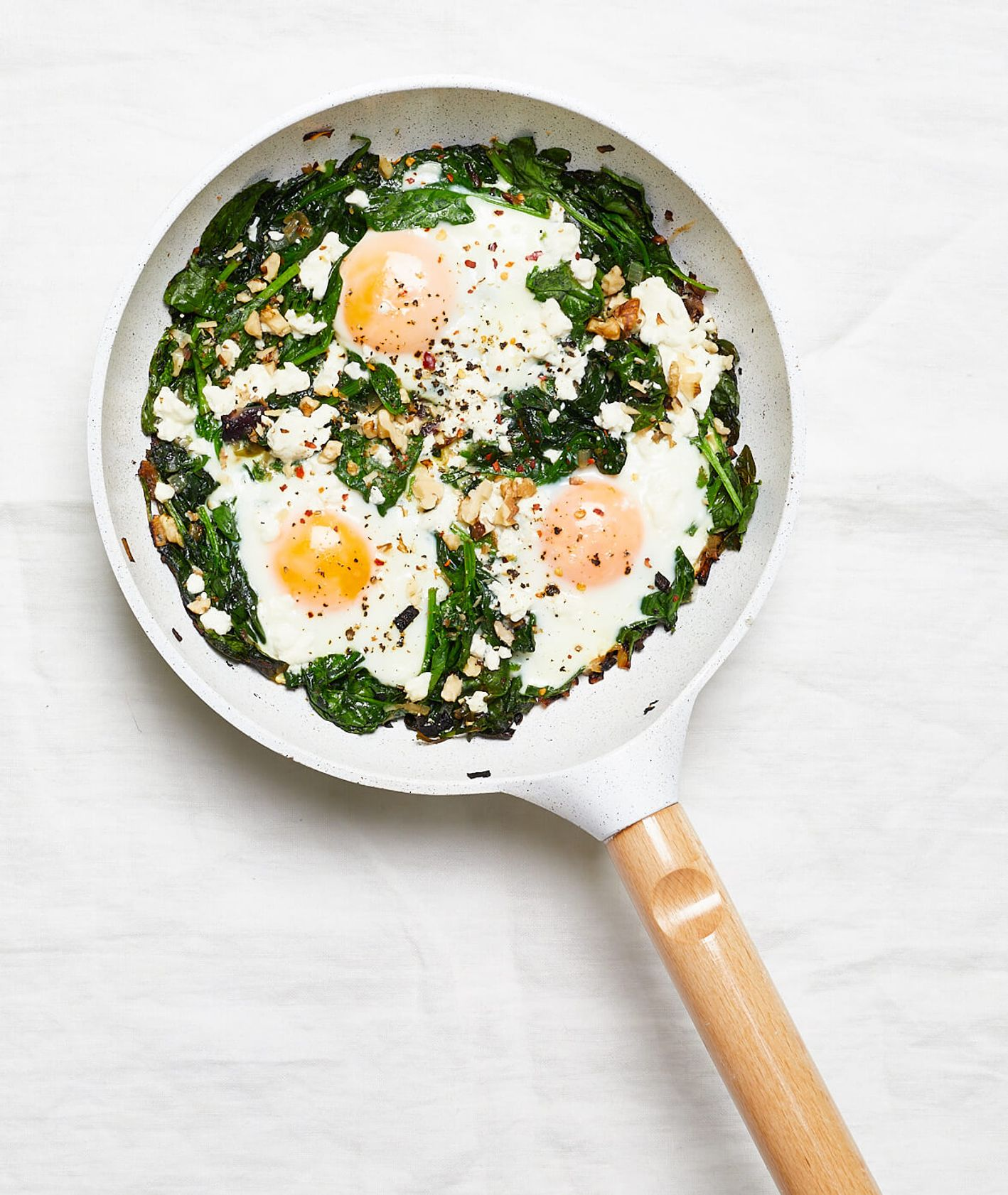 szakszuka, zielona szakszuka, szakszuka ze szpinakiem, jajka ze szpinakiem, szpinak, wytrawne śniadanie, zdrowe śniadanie, jajka na śniadanie, leniwe śniadanie