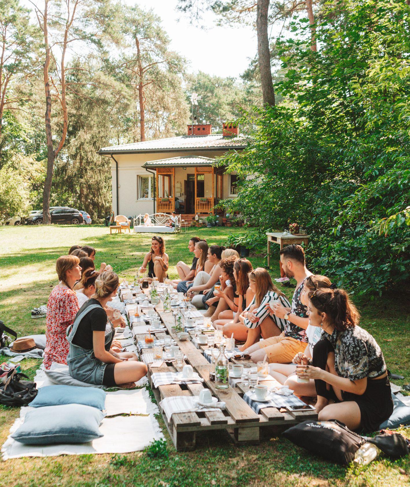 jedzenie na świeżym powietrzu. Slow Living Poland (fot. Sonia Krupińska)