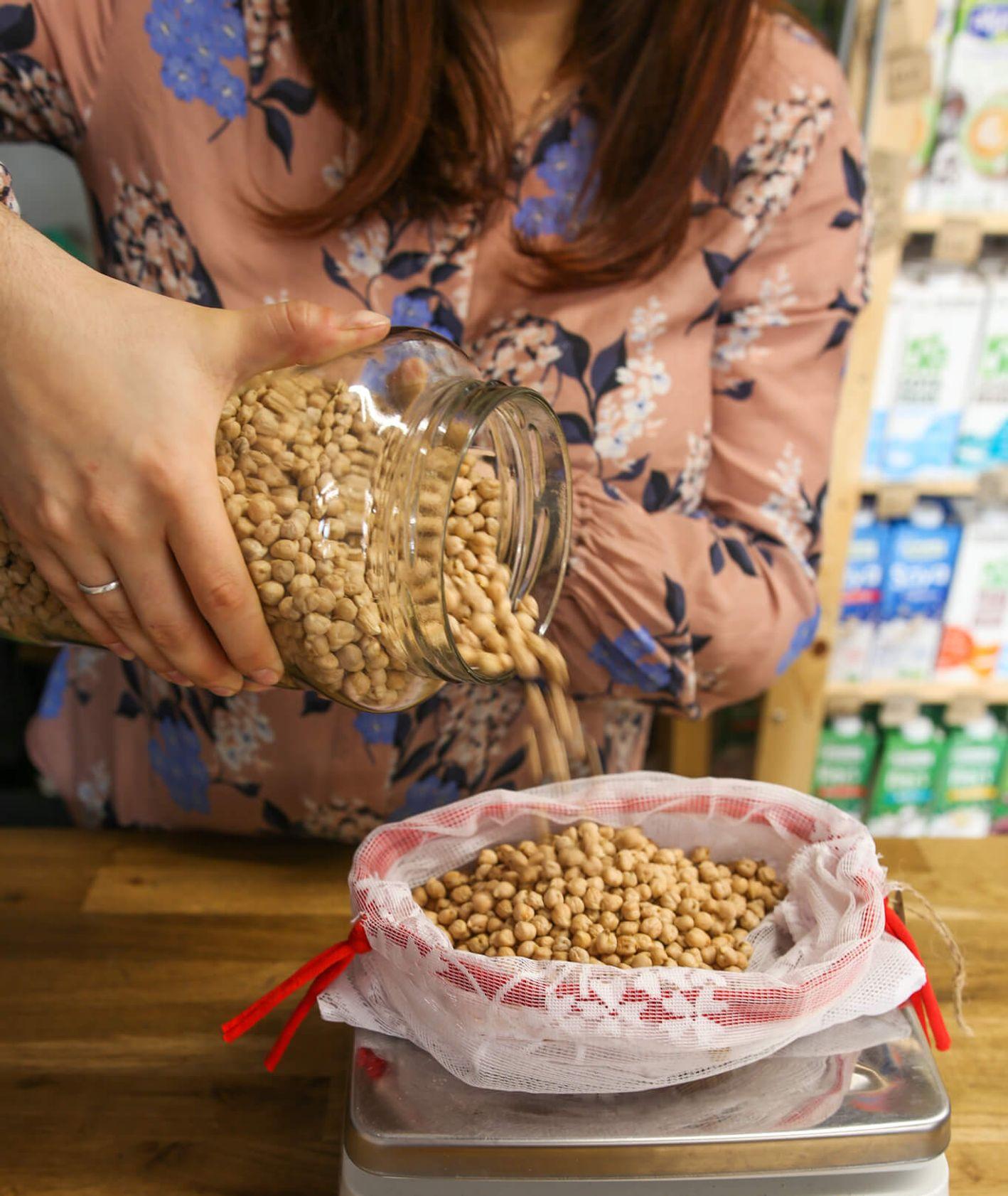 Zakupy na wagę w sklepie Avocado Vegan Shop (fot. materiały promocyjne)