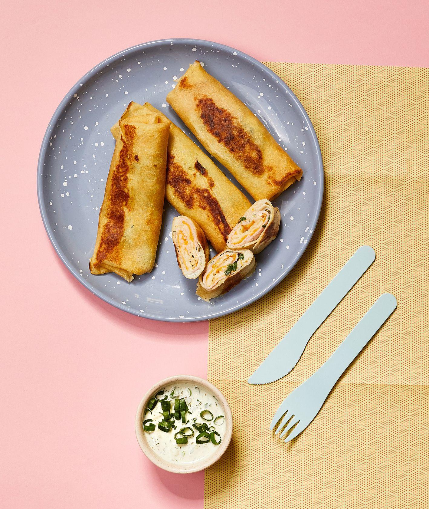 Przepis na naleśniki z szynką i serem, pomysł na naleśniki na słono, pomysł na obiad dla dziecka (fot. Maciej Niemojewski)