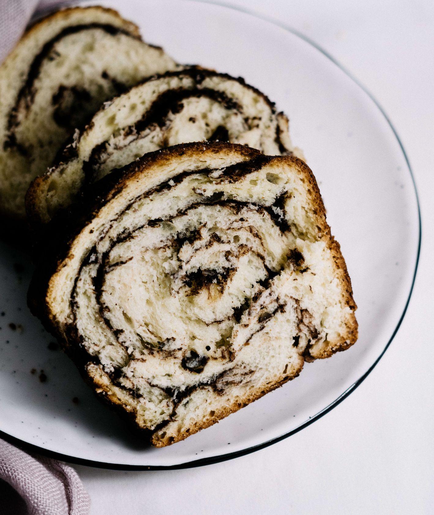 Miękkie ciasto rolada z czekoladą (fot. Jessica Nadziejko)