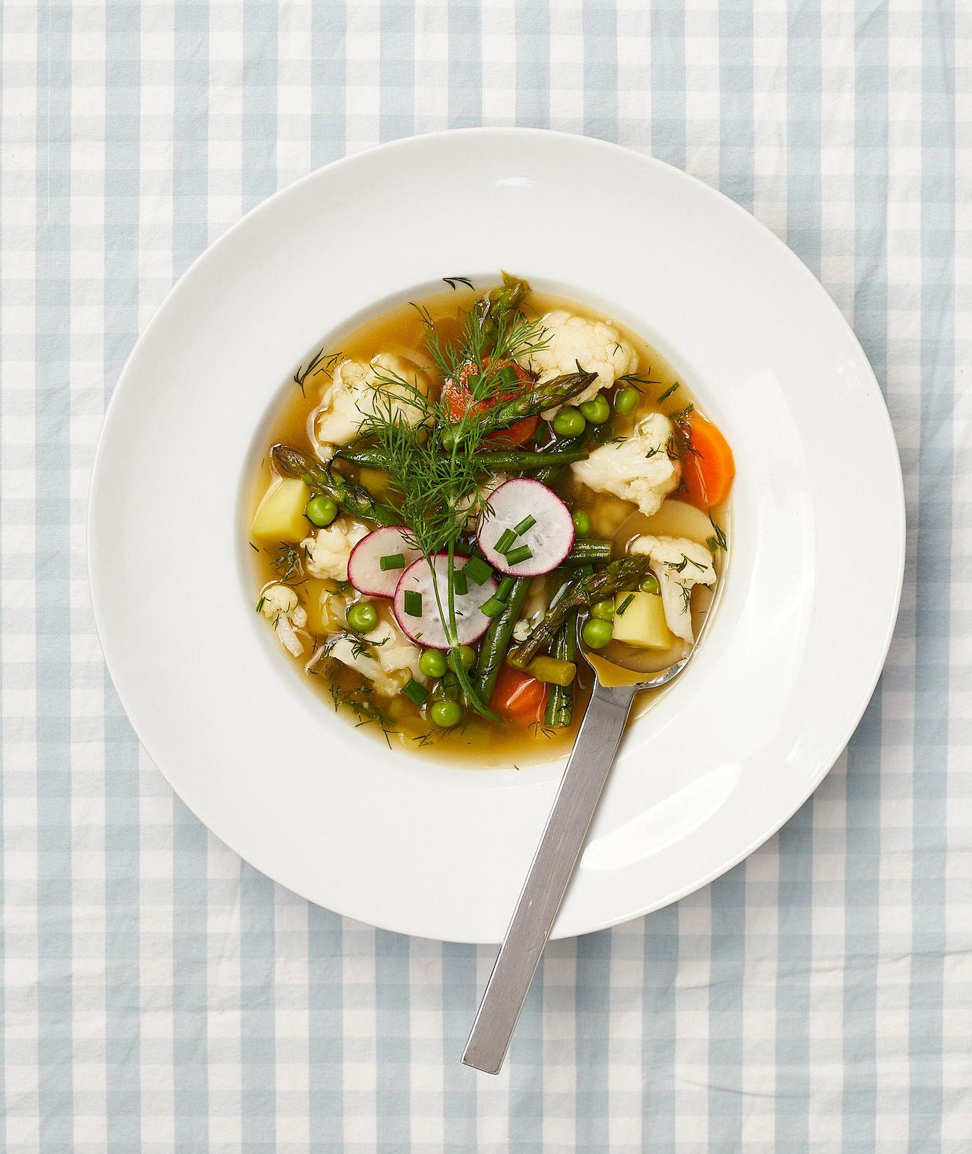 Wiosenna zupa jarzynowa (fot. Maciek Niemojewski)