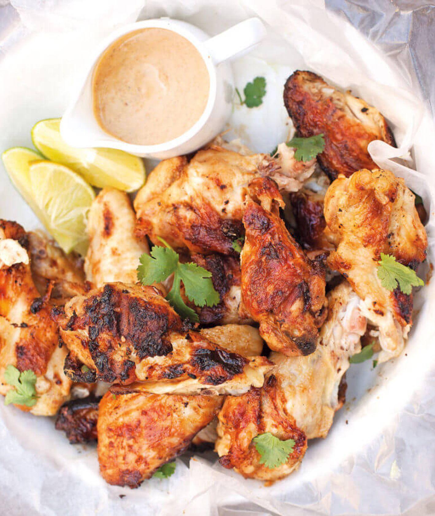 Kurczak pieczony na grillu z sosem musztardowym w żółtym curry i mleczku kokosowym