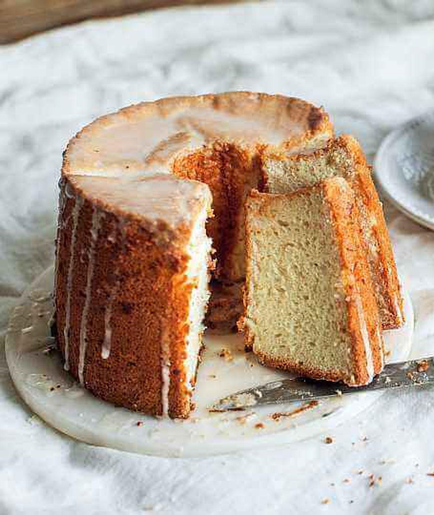 angel food cake, ciasto z białek, ciasto biszkoptowe, ciasto z lukrem, szybkie cisto, ciasto na niedzielę, łatwy deser, sposób na białka