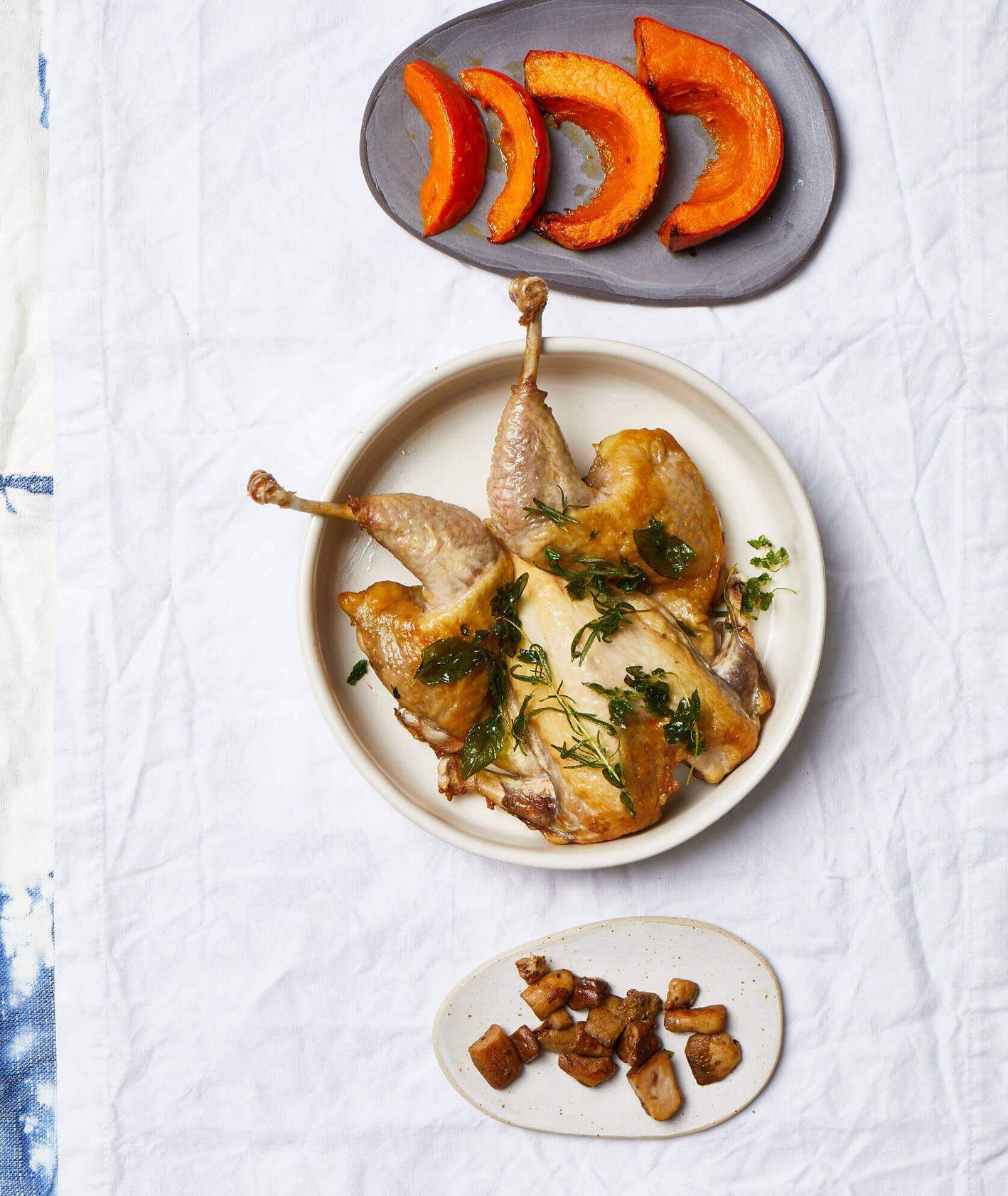 perliczka, pieczona perliczka, pieczona dynia, obiad z piekarnika, borowiki