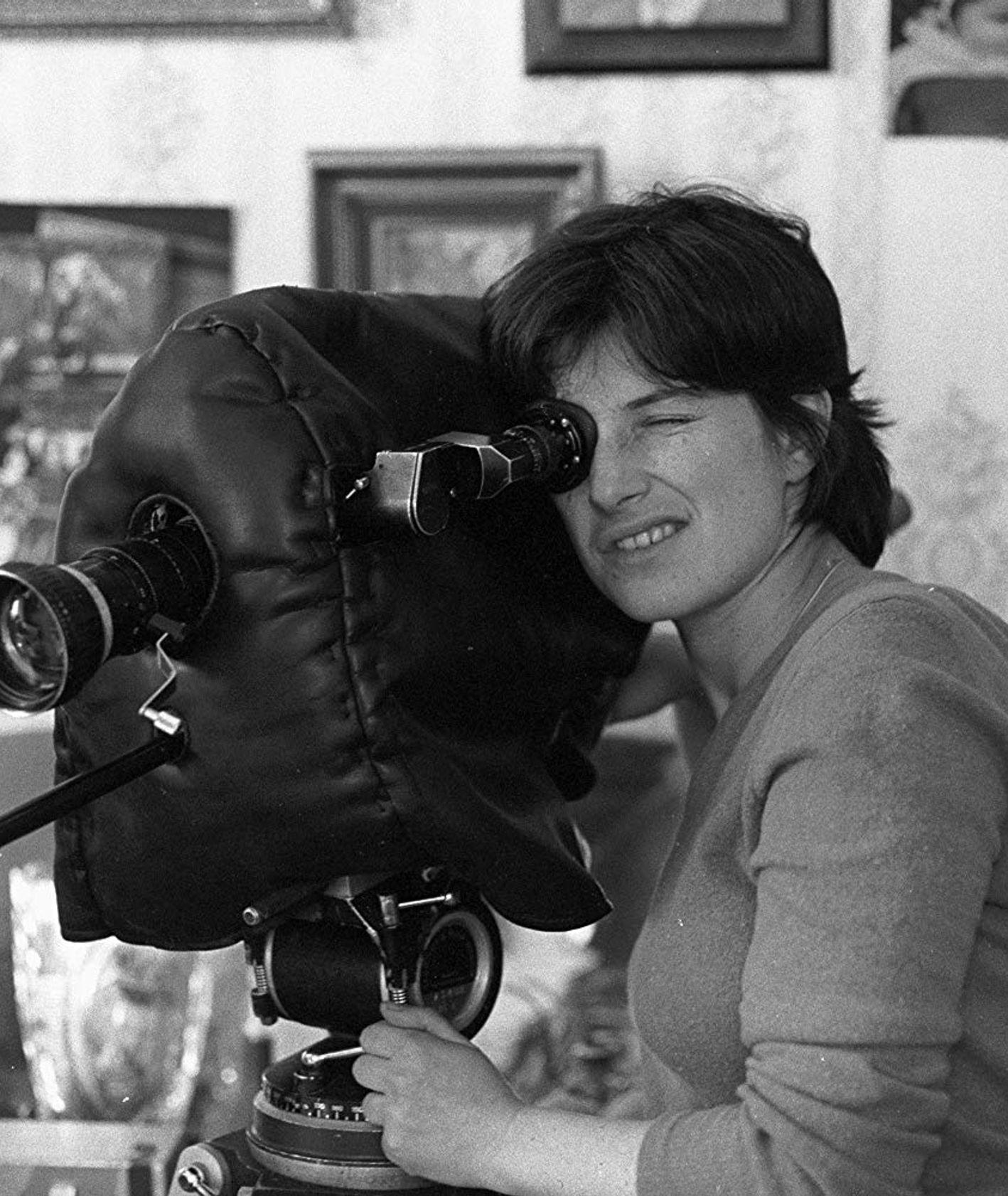 Reżyserka Chantal Akerman za kamerą (fot. materiały prasowe / IMDB)