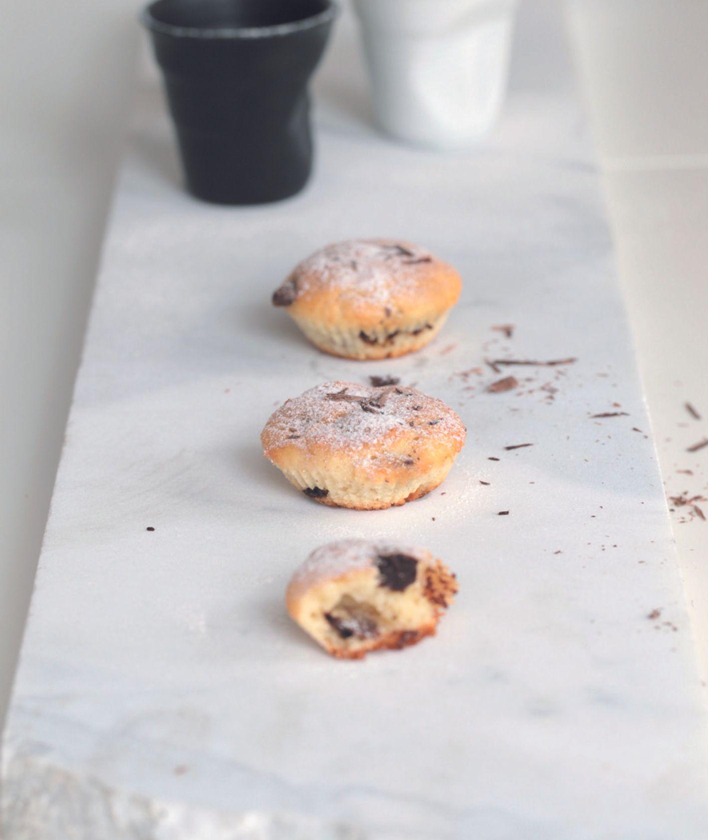 Mini muffinki na jogurcie naturalnym z kawałkami mlecznej czekolady, przepis Eliza Michalczyk