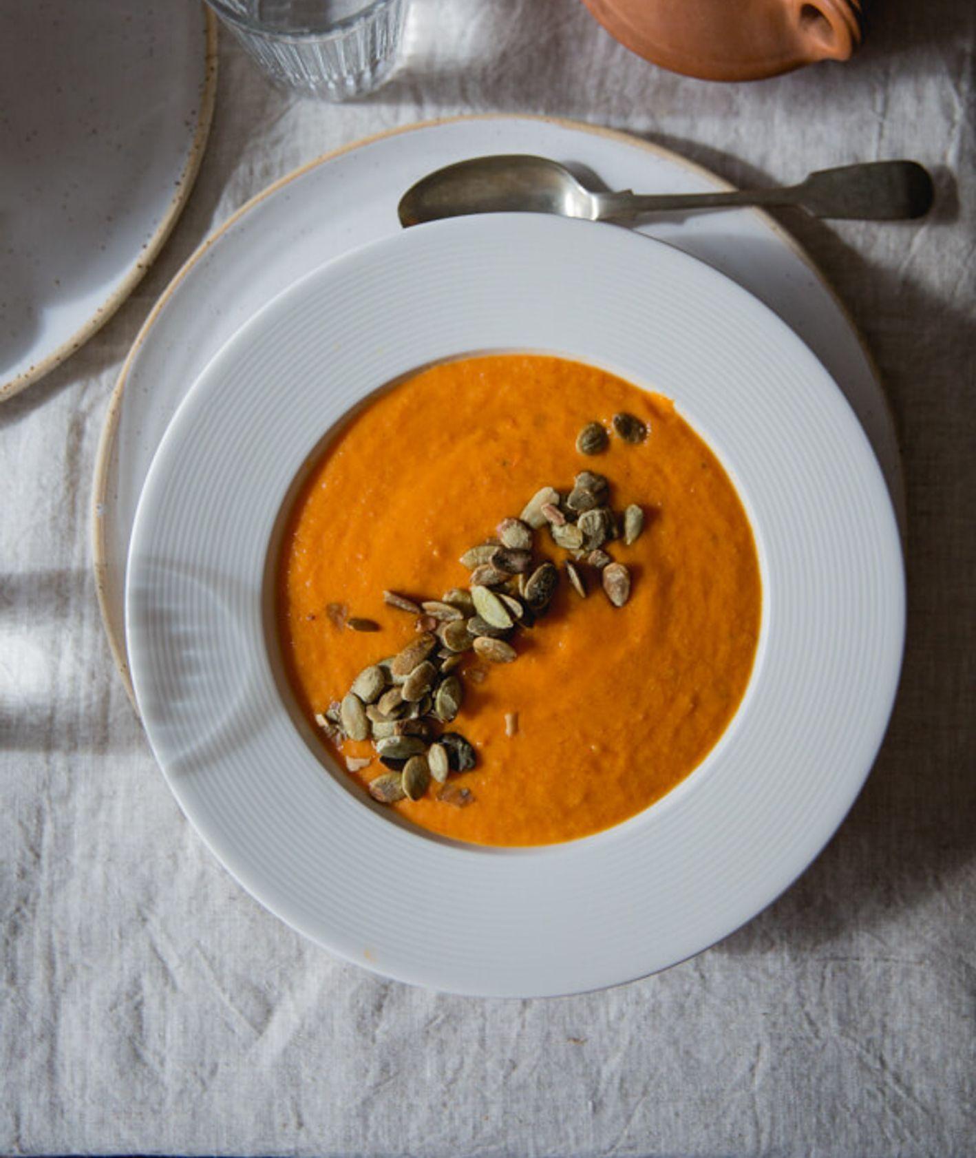 Jak zrobić zupę krem z dyni, pomidorów (fot. Sylwia Wyrwicka / Haveeyeon)