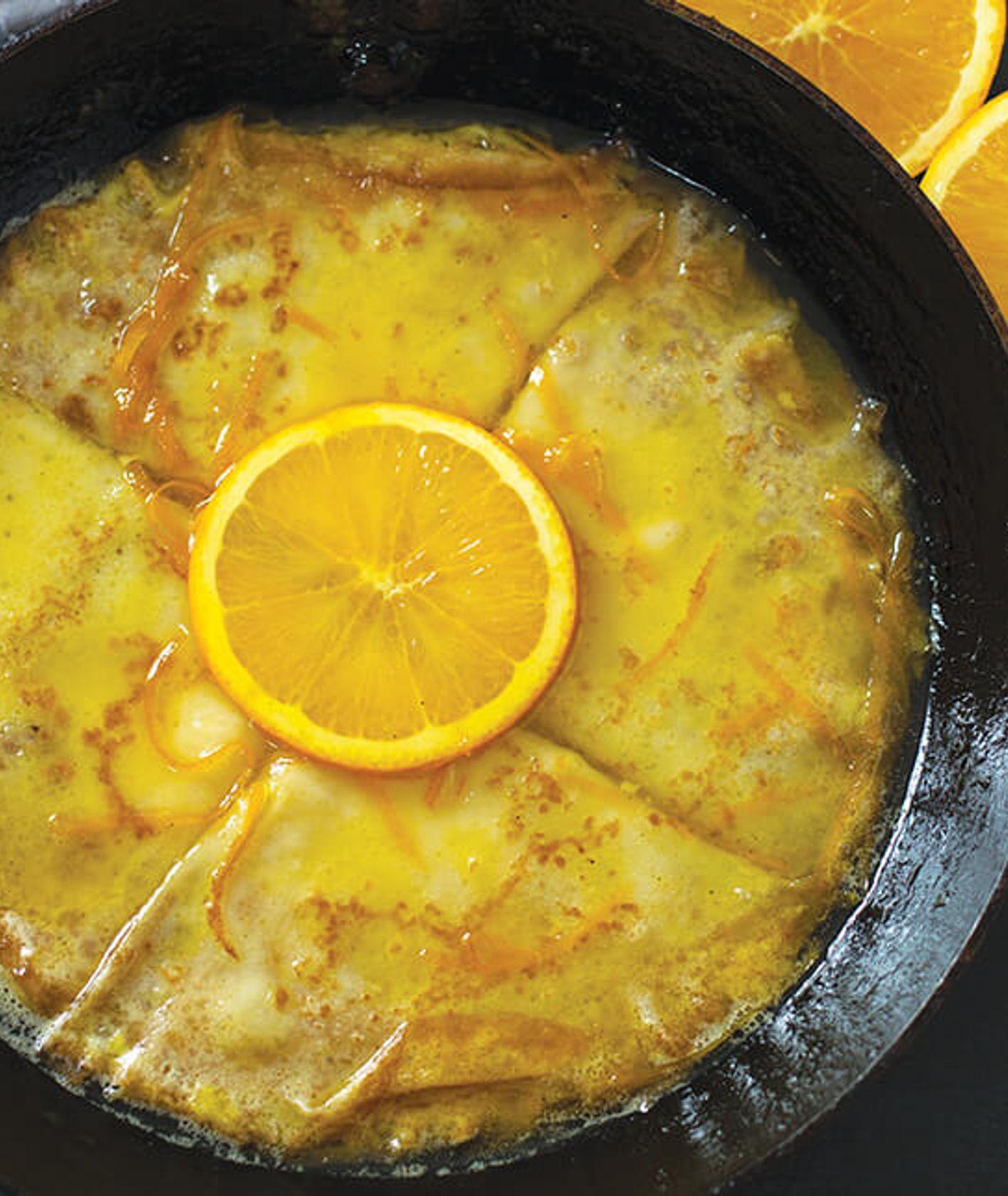 francuskie naleśniki z pomarańczami - crepes suzette, w wersji bezalkoholowe, słodkie naleśniki dla dzieci