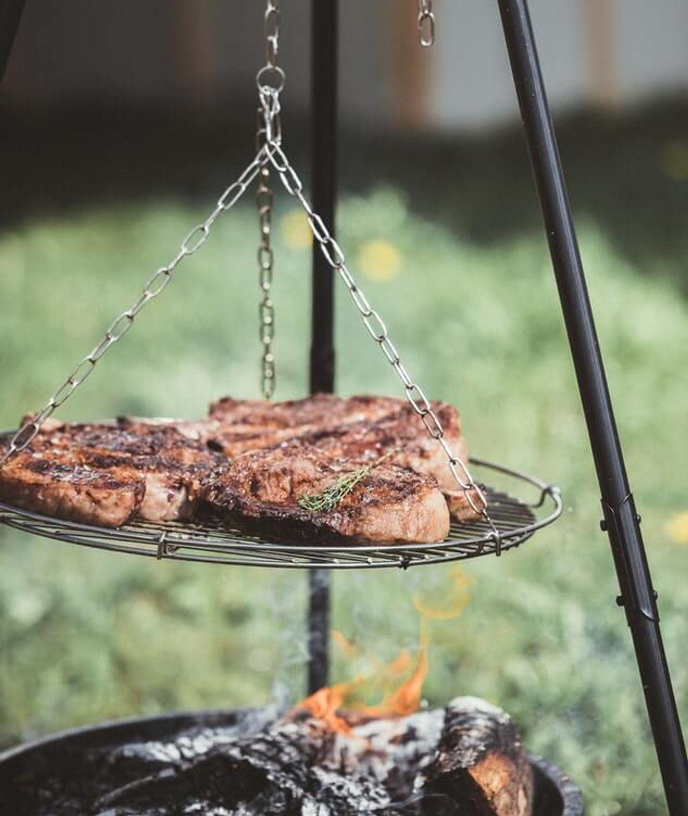 grillowane steki, grillowanie, grill, czerwone mięso – jeść czy nie, czy mięso jest zdrowe