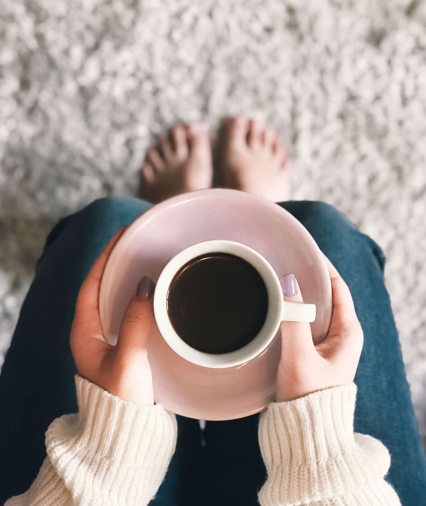 Dolce gusto – kawa jak z kawiarnii w domu (fot. Brigitte Tohm / unsplash.com)