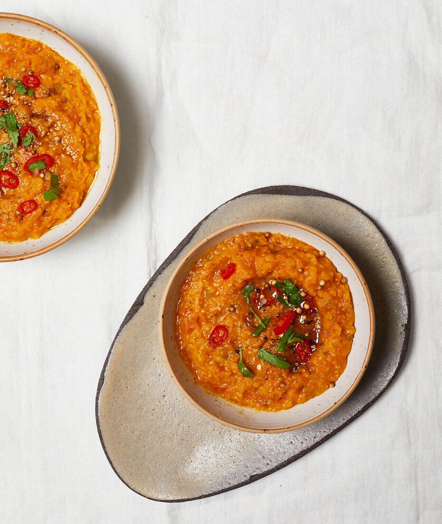 zupa z soczewicy z morelami, zupa z soczewicy, soczewica w pomidorach, ostra zupa z soczewicy, czerwona soczewica, danie z soczewicy, soczewica, suszone morele, rozgrzewająca zupa