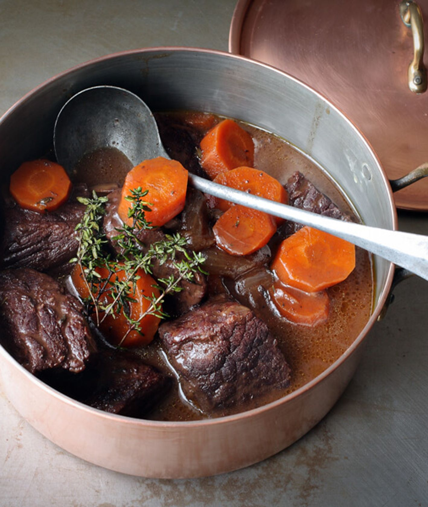 Tomek Zielke sprawdza przepisy na wołowinę po burgundzku