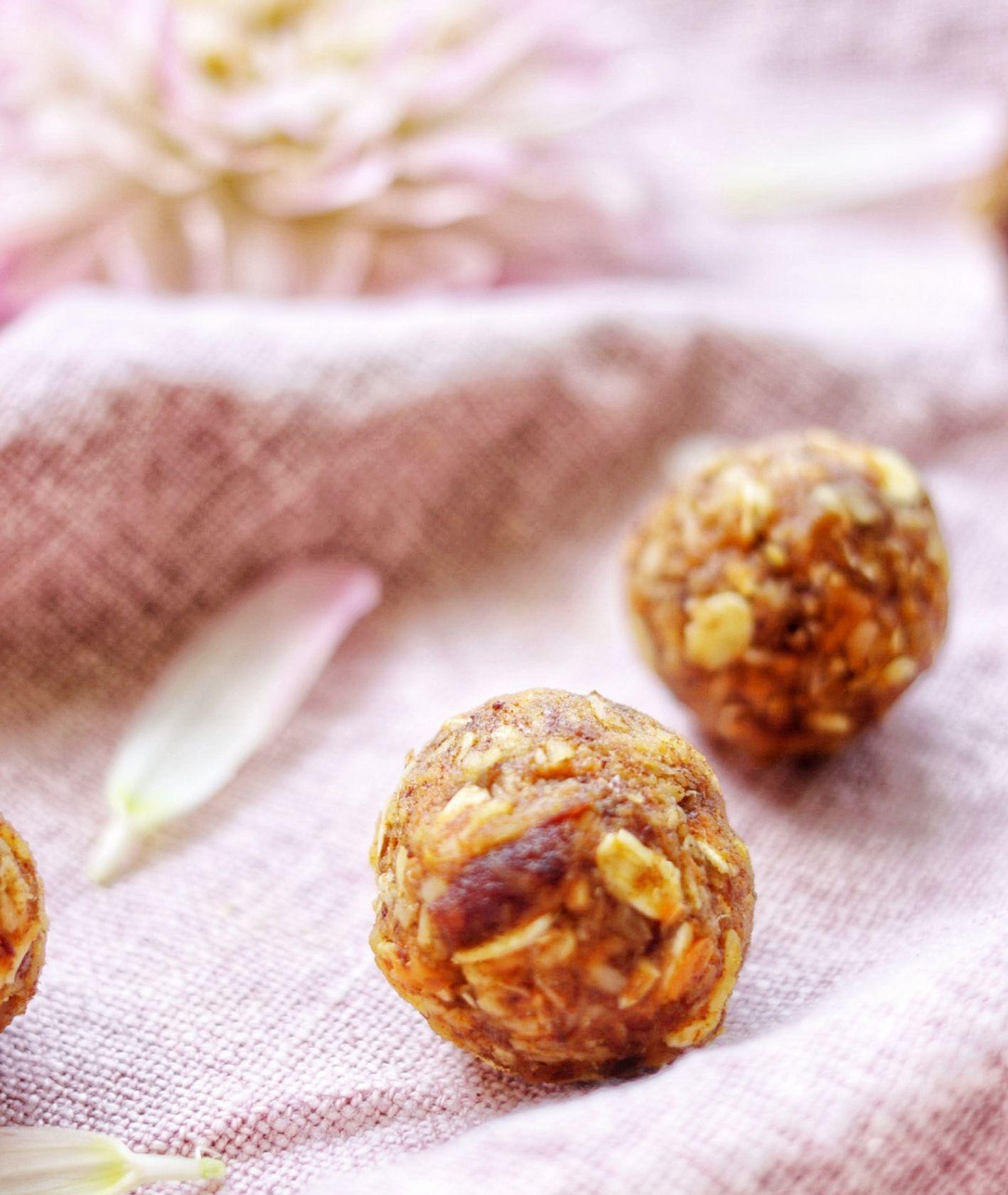 Przepis na wegańskie słodkie kulki, pomysł na wegański deser (fot. Ania Dobra Kulka)