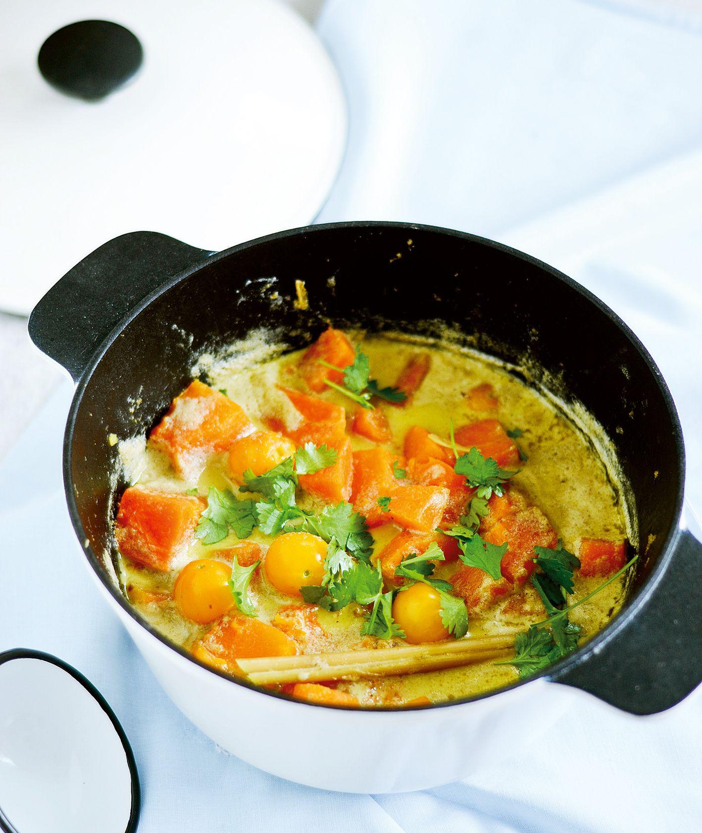 Egzotyczny, mocno aromatyczny obiad, czyli curry z dynią, kolendrą i trawą cytrynową (fot. Ania Włodarczyk / strawberriesfrompoland.blogspot.com)