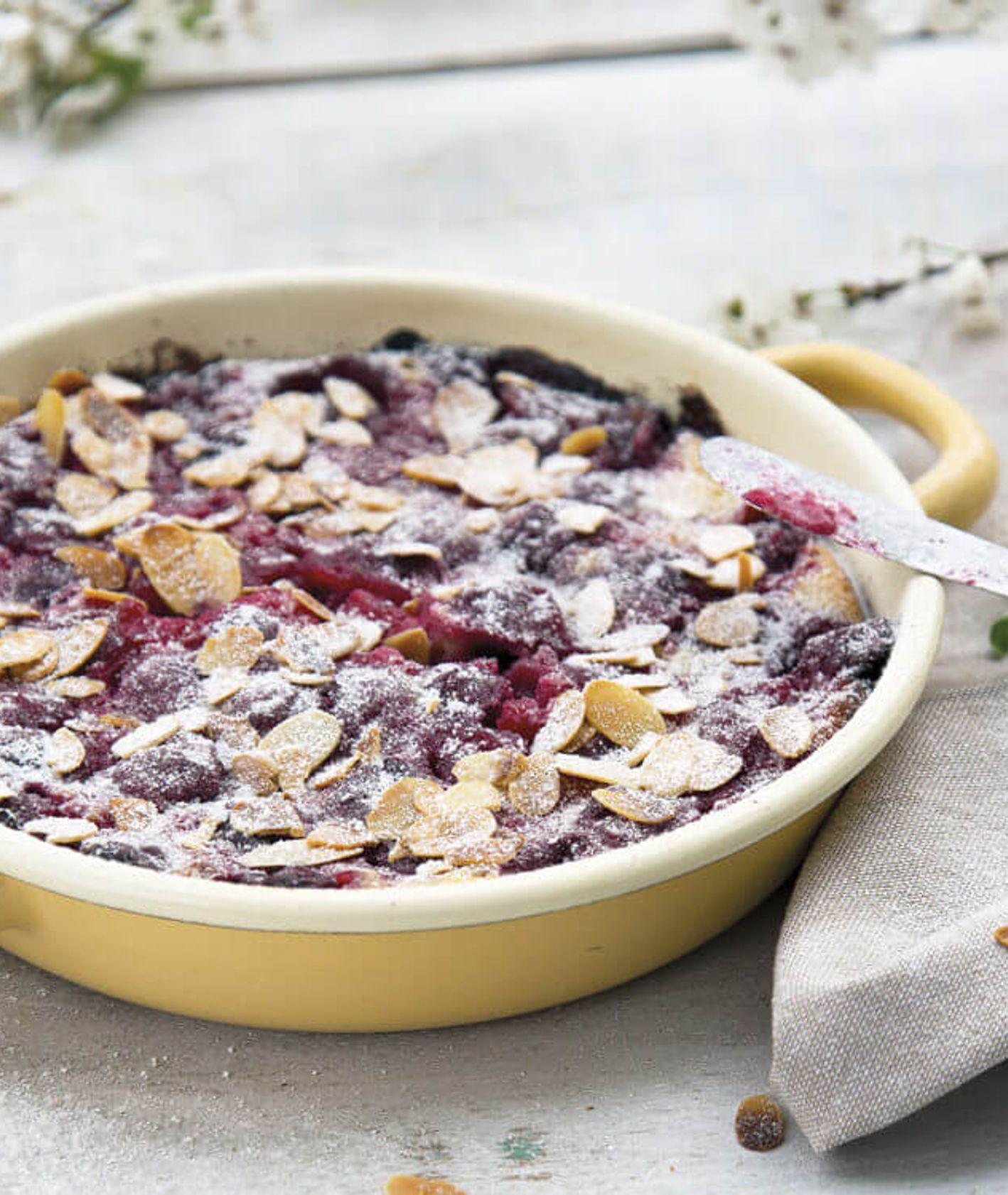 szybkie śniadanie, śniadanie na słodko, pieczony naleśnik z wiśniami, naleśniki z czereśniami, sezonowe śniadanie, śniadanie z piekarnika, śniadanie z owocami