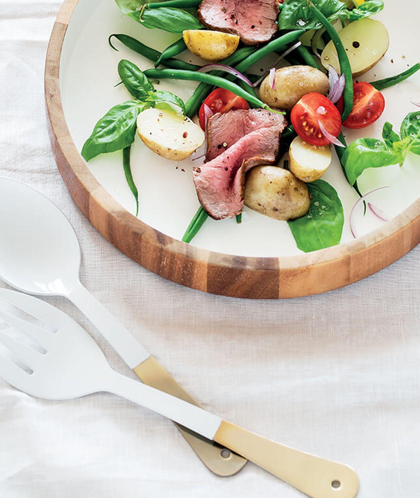 Sałatka z pieczoną wołowiną, młodymi ziemniakami i fasolką szparagową