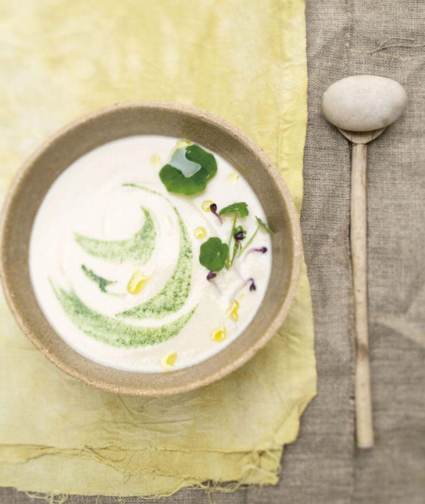 krem z białej rzepy z nasturcją, olej z czarnuszki, zupa krem, rozgrzewająca zupa krem, wegetariańska zupa, szybki obiad, zdrowy obiad, obiad dla dzieci