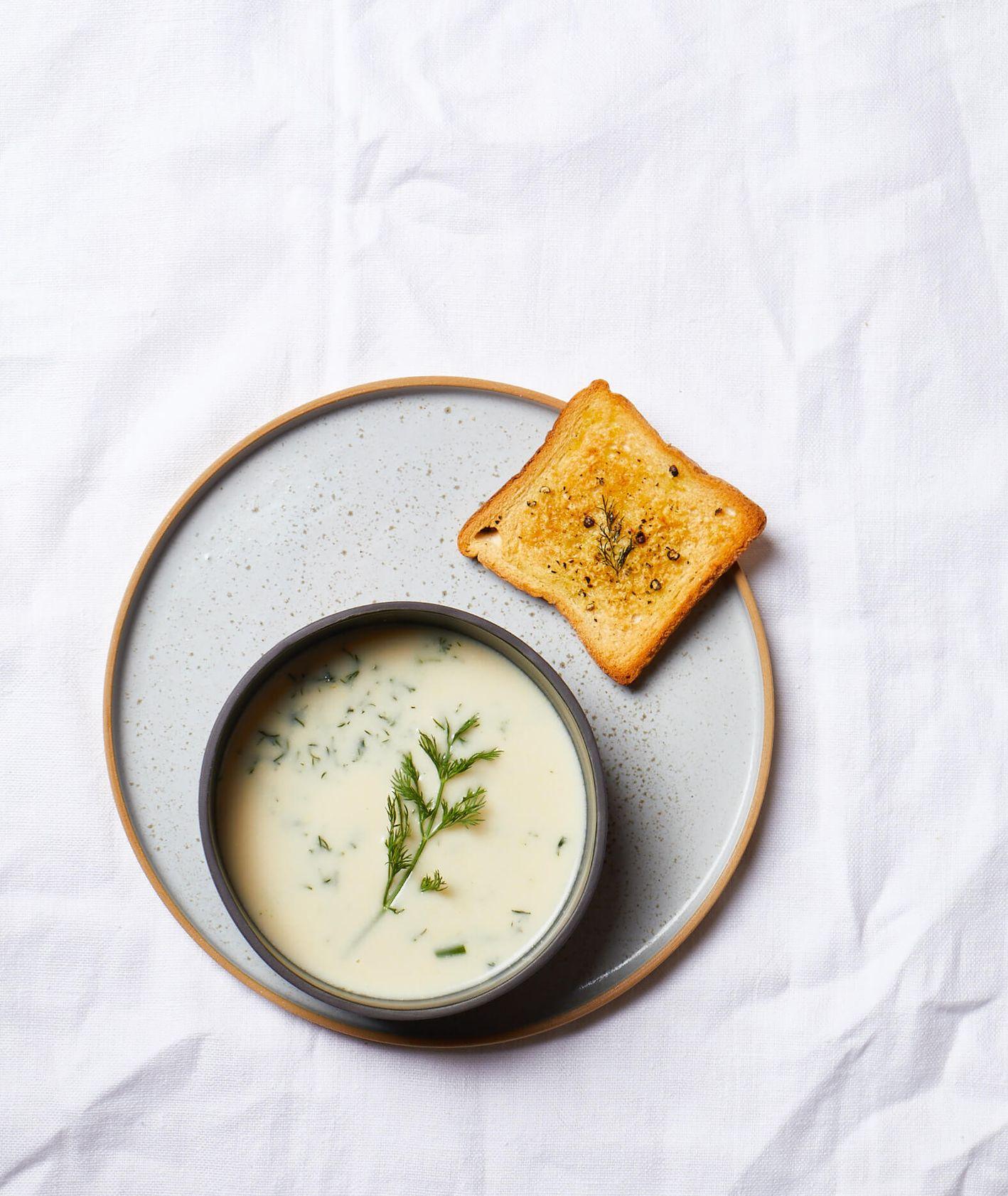zupa koperkowa, zupa z koperkiem, domowa zupa koperkowa, domowy bulion, bulion warzywny, zupa bez mięsa