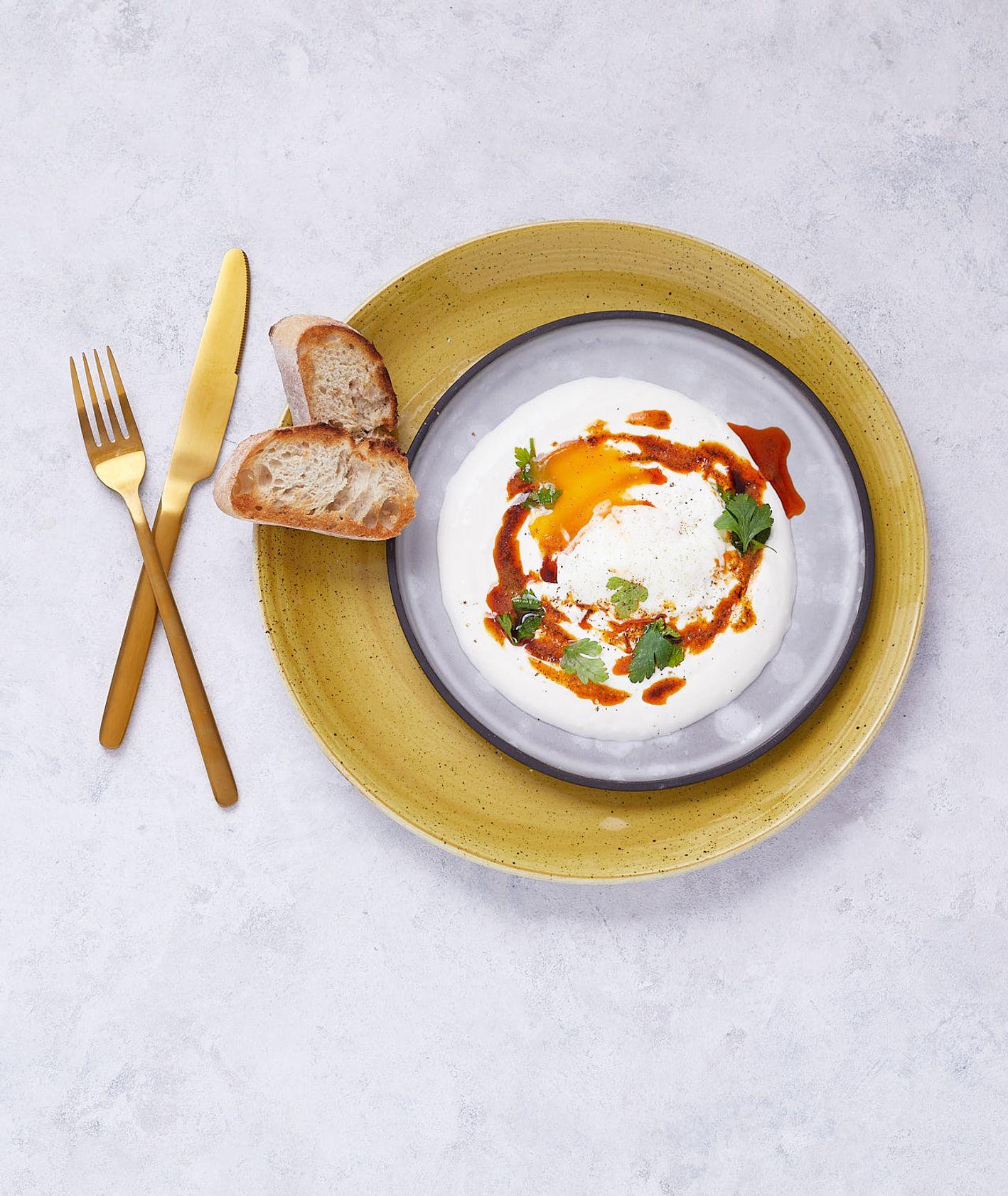 Orientalne śniadanie, przepis na jajka po turecku (fot.Maciek Niemojewski