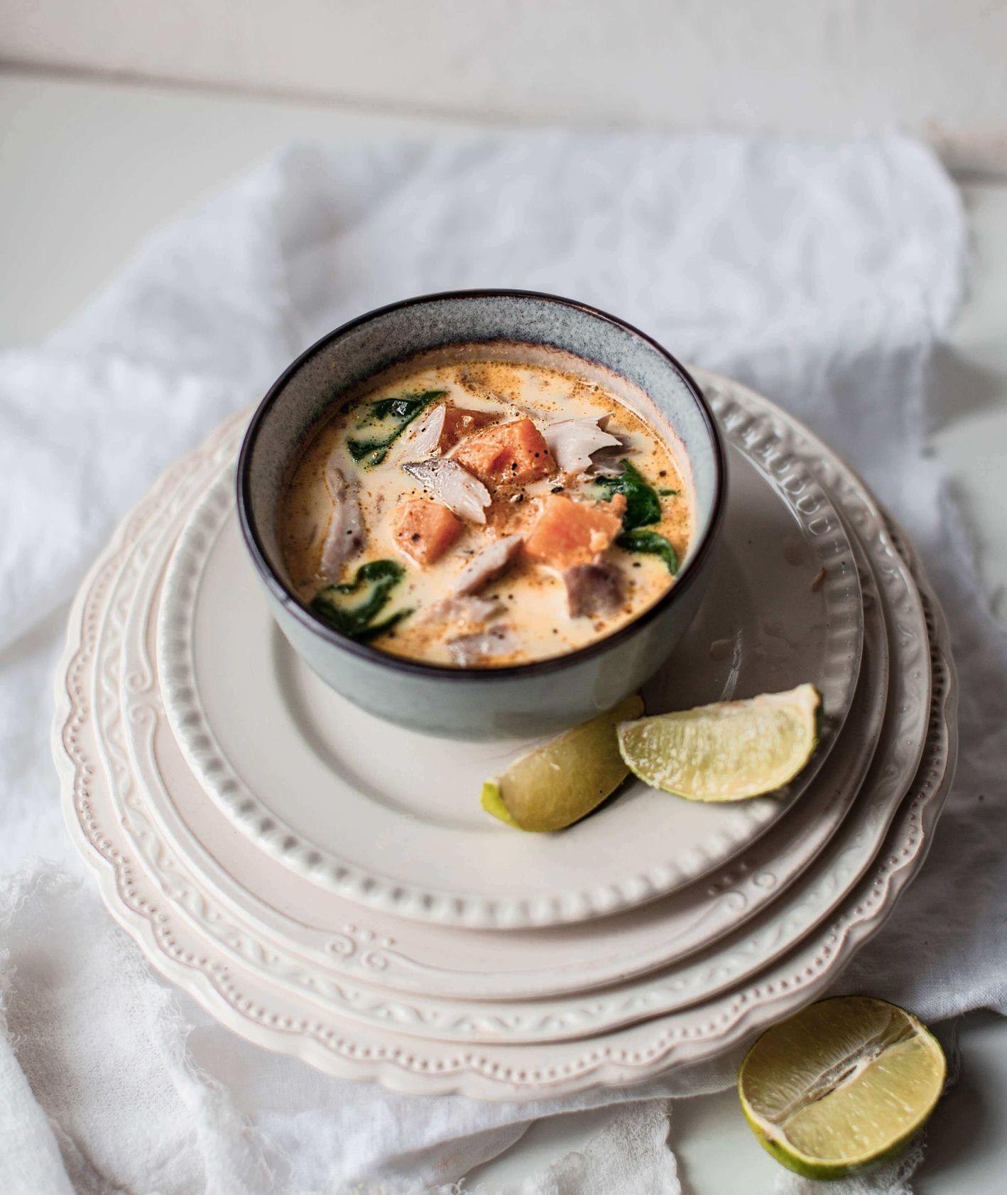 zupa z makrelą i batatem, zupa rybna, zupa z makrelą, wegańska zupa curry, zupa, rozgrzewająca zupa