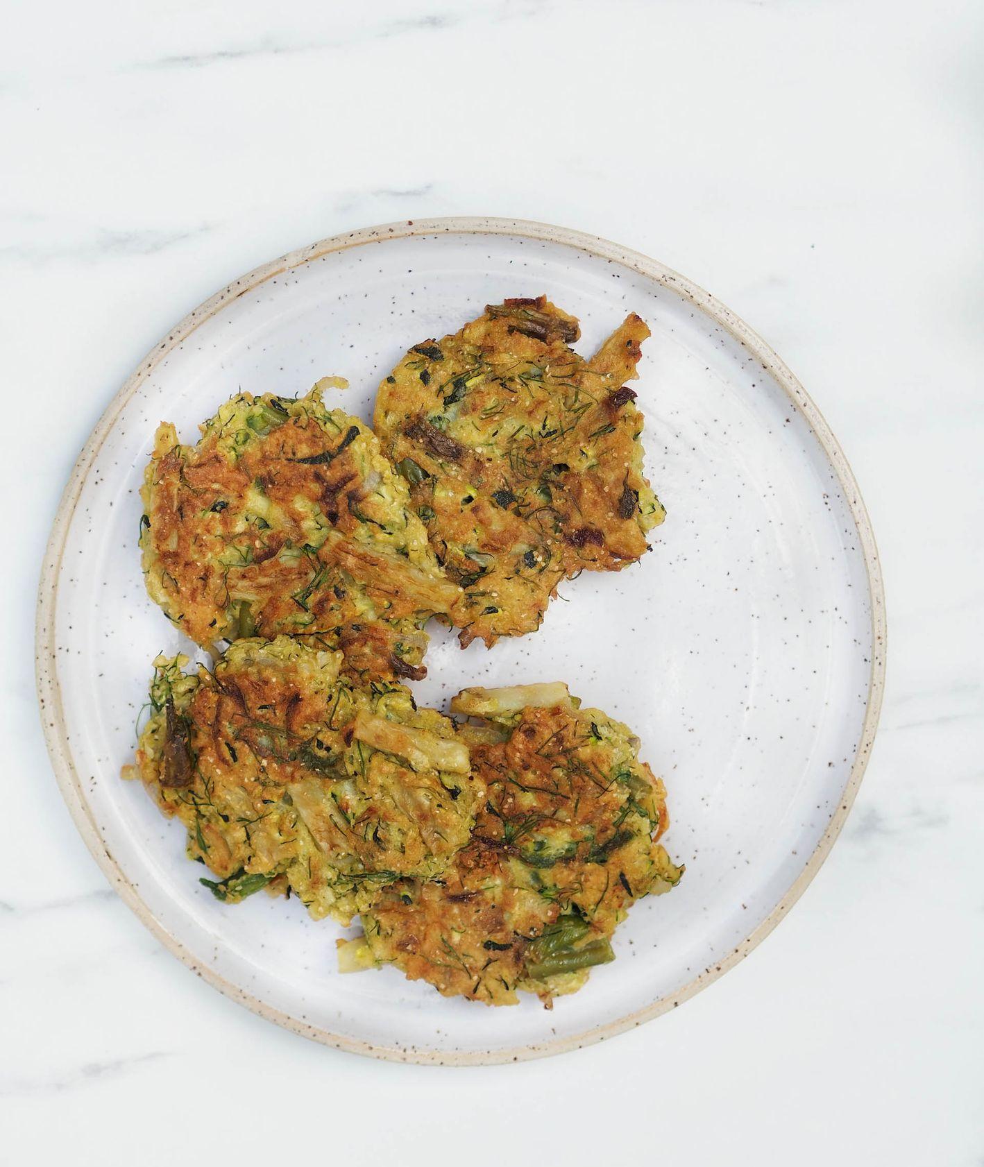 Smażone placki warzywne z fasolki szparagowej i cukinii (fot. Aleksandra Jagłowska)
